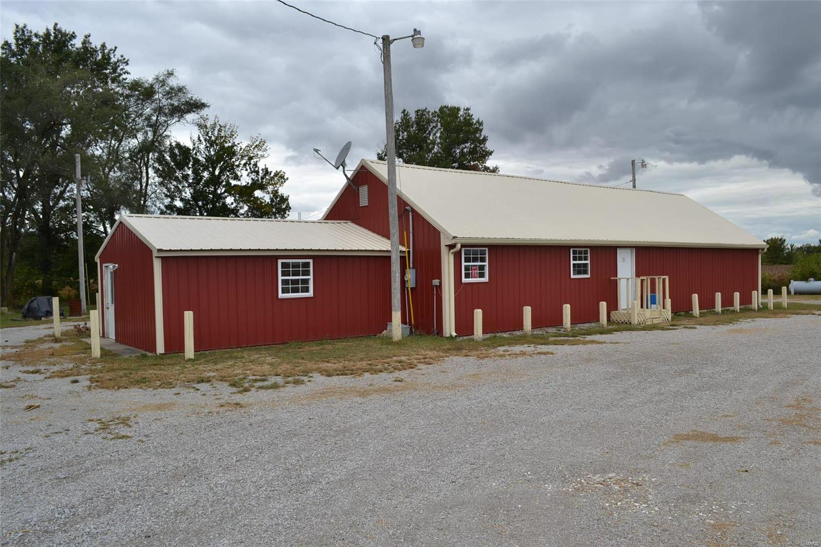 20727 State Route 127 Property Photo - Carlyle, IL real estate listing