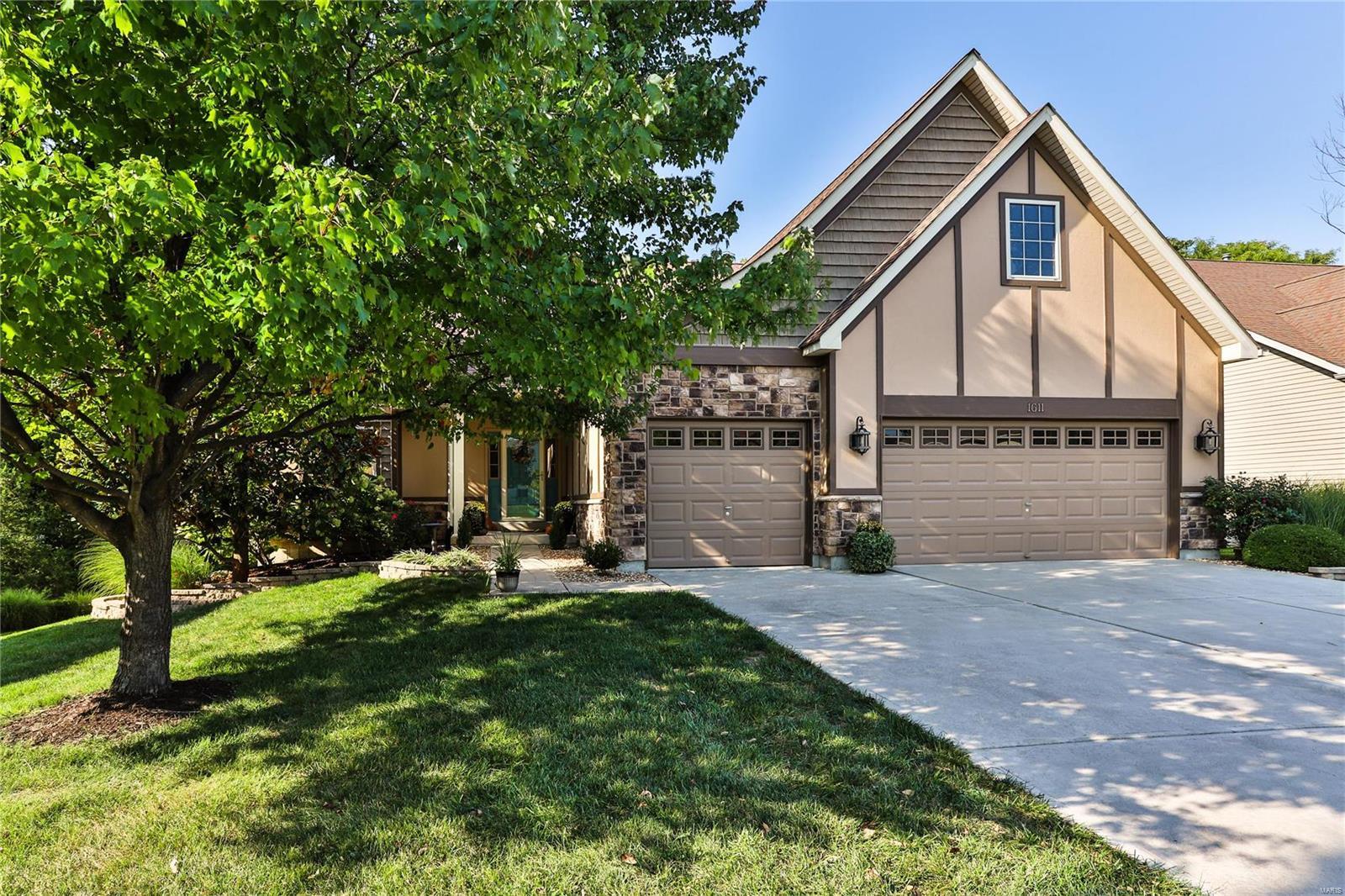 1611 Prospect Village Drive Property Photo - Lake St Louis, MO real estate listing