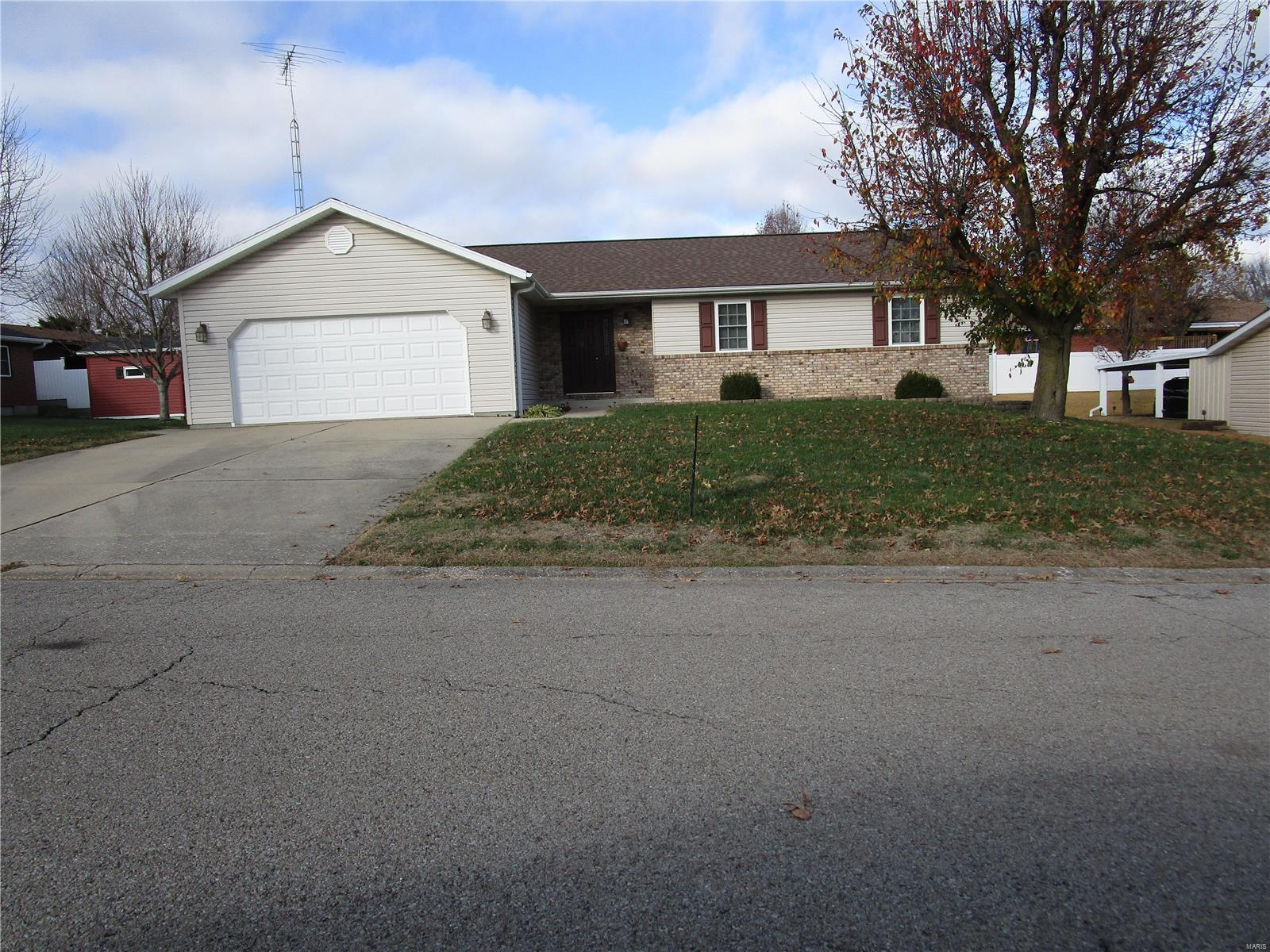 203 Mora Ln Property Photo - Chester, IL real estate listing