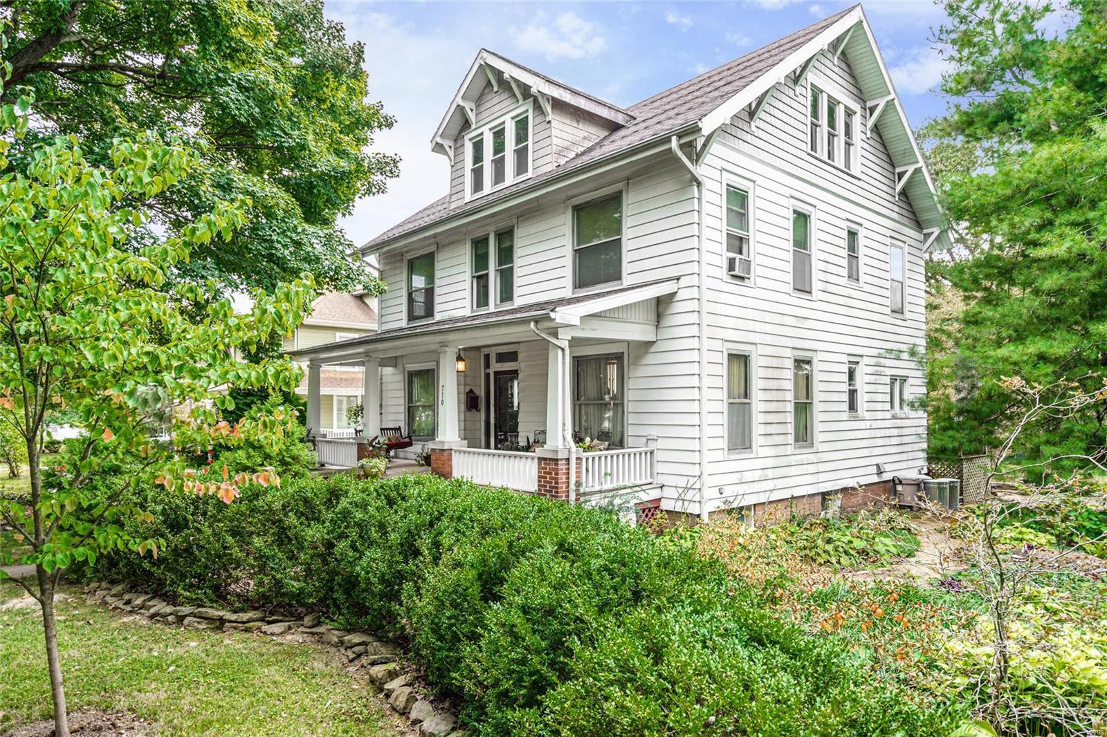 710 St Louis Street Property Photo - Hillsboro, IL real estate listing