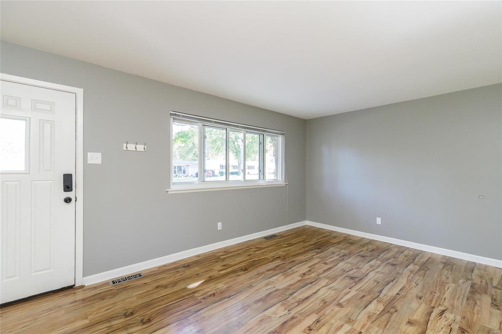 2413 Saint Robert Lane Property Photo - St Charles, MO real estate listing