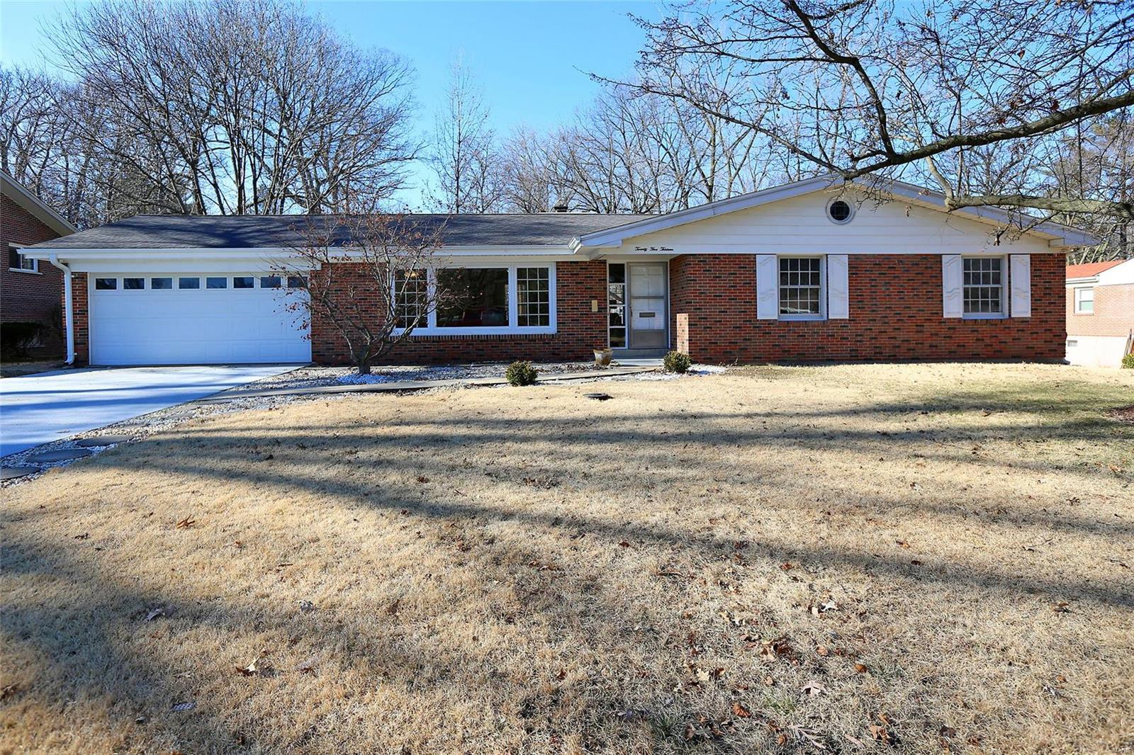 2513 Fox Hills Drive Property Photo - Overland, MO real estate listing