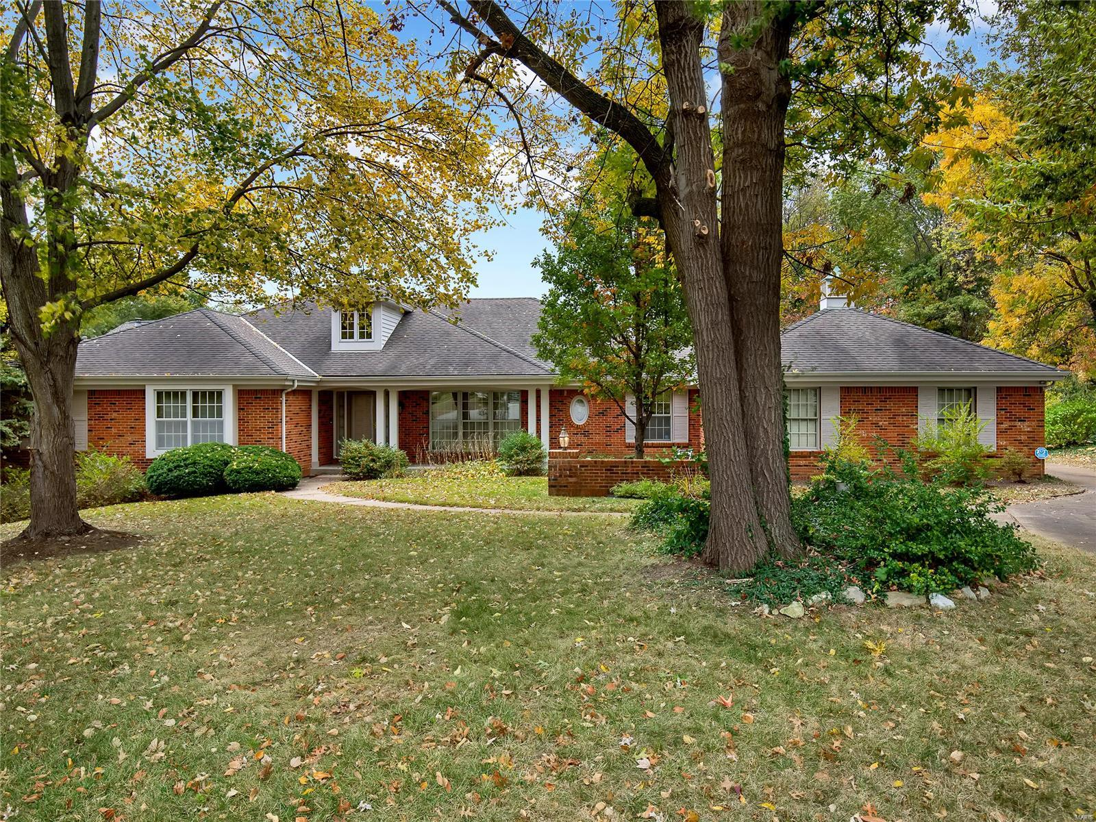 12186 Bridle Trail Lane Property Photo - St Louis, MO real estate listing