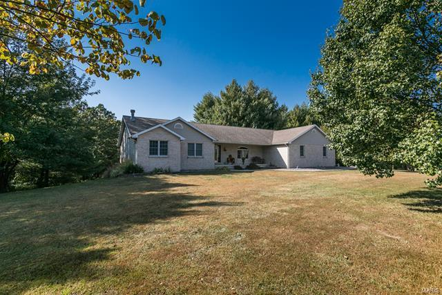 32 Len Drive Property Photo - Highland, IL real estate listing