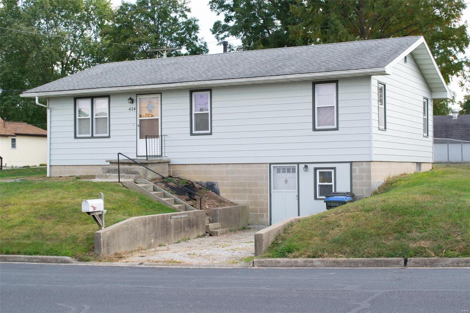 414 W South 4th St Property Photo - Red Bud, IL real estate listing