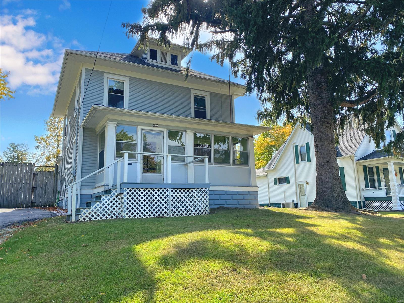 410 W Mechanic Street Property Photo - Hillsboro, IL real estate listing