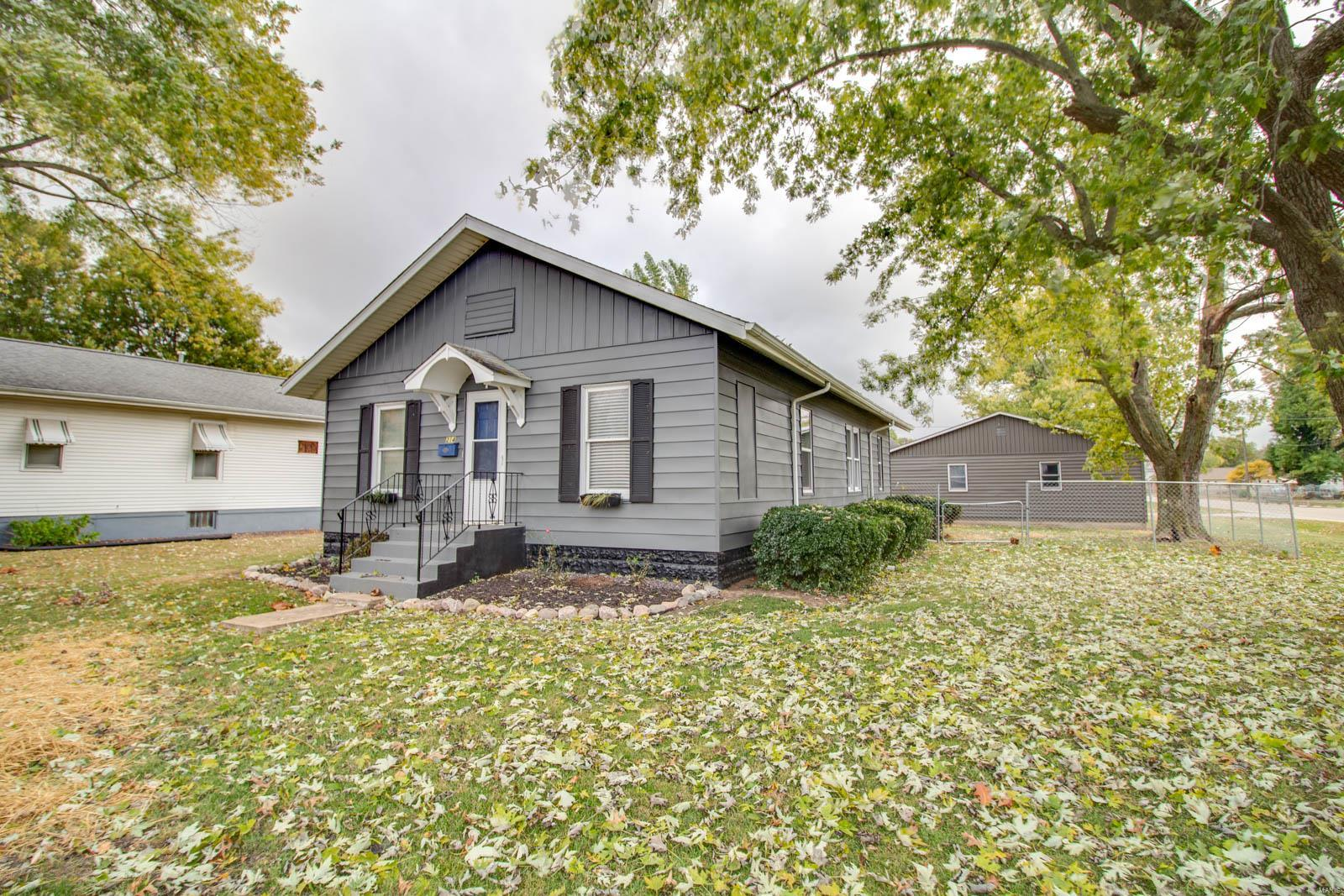 214 W Wilson Avenue Property Photo - Gillespie, IL real estate listing