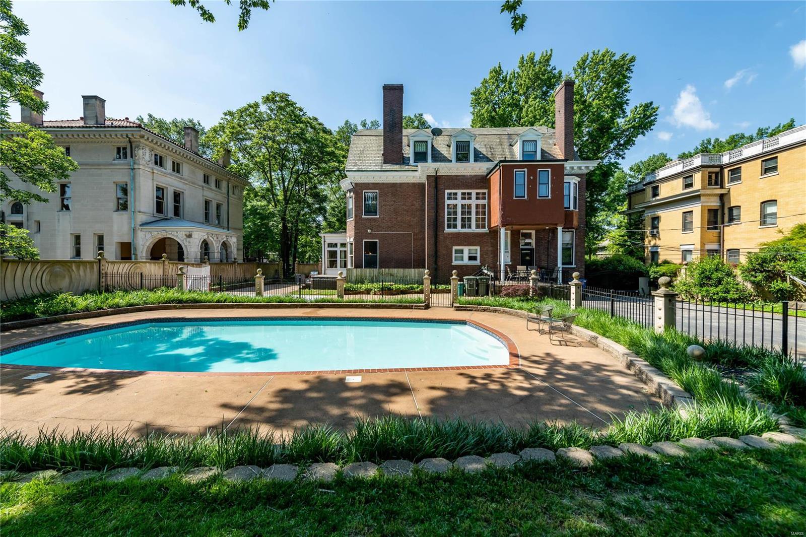 11 Washington Terr Property Photo - St Louis, MO real estate listing