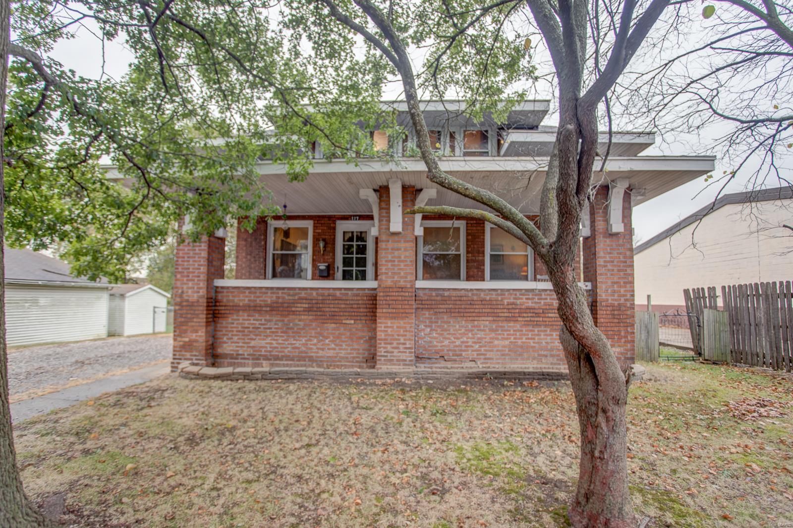 127 S Madison Property Photo - Staunton, IL real estate listing