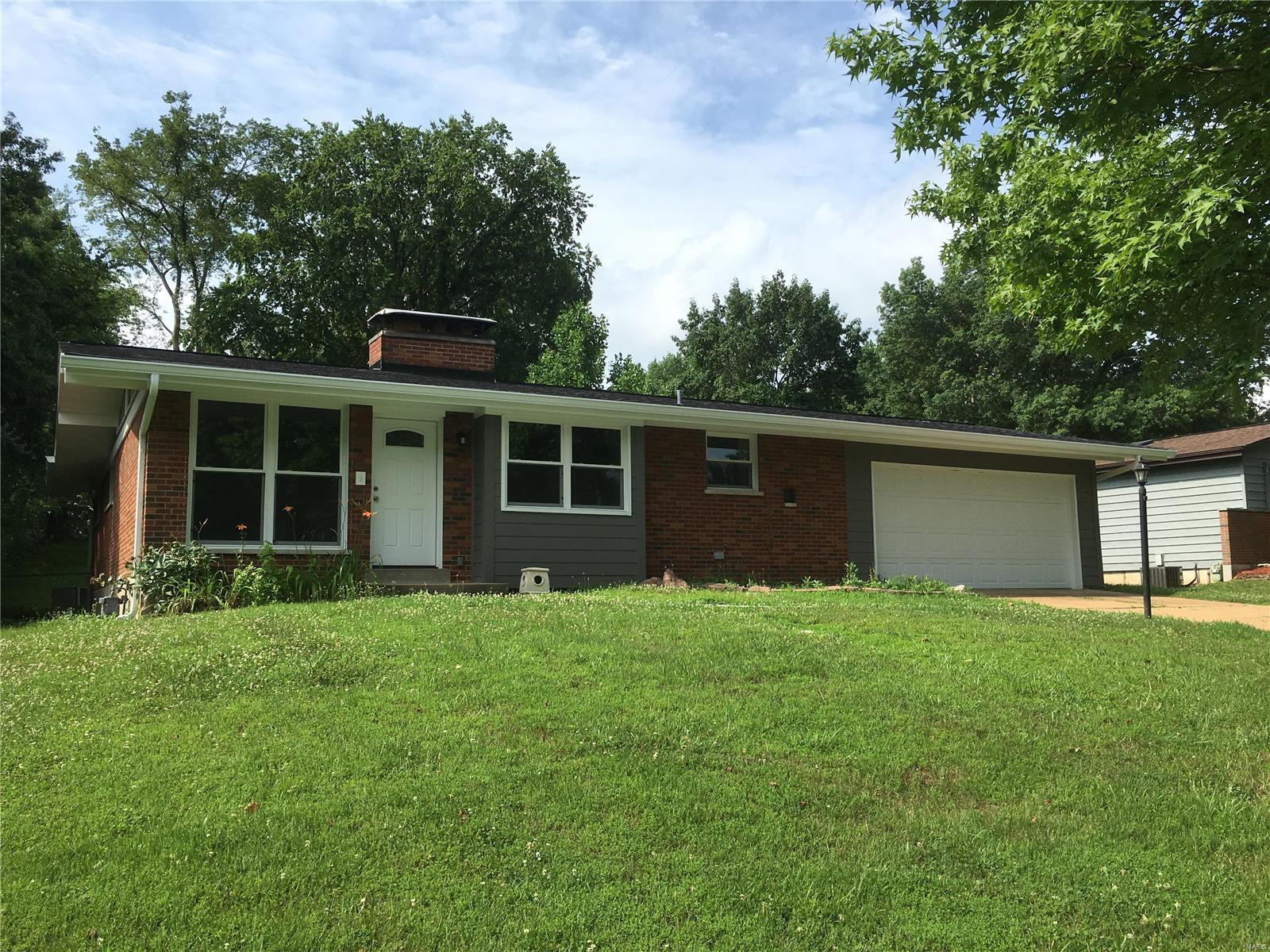 10338 RICHVIEW Drive Property Photo - Sunset Hills, MO real estate listing