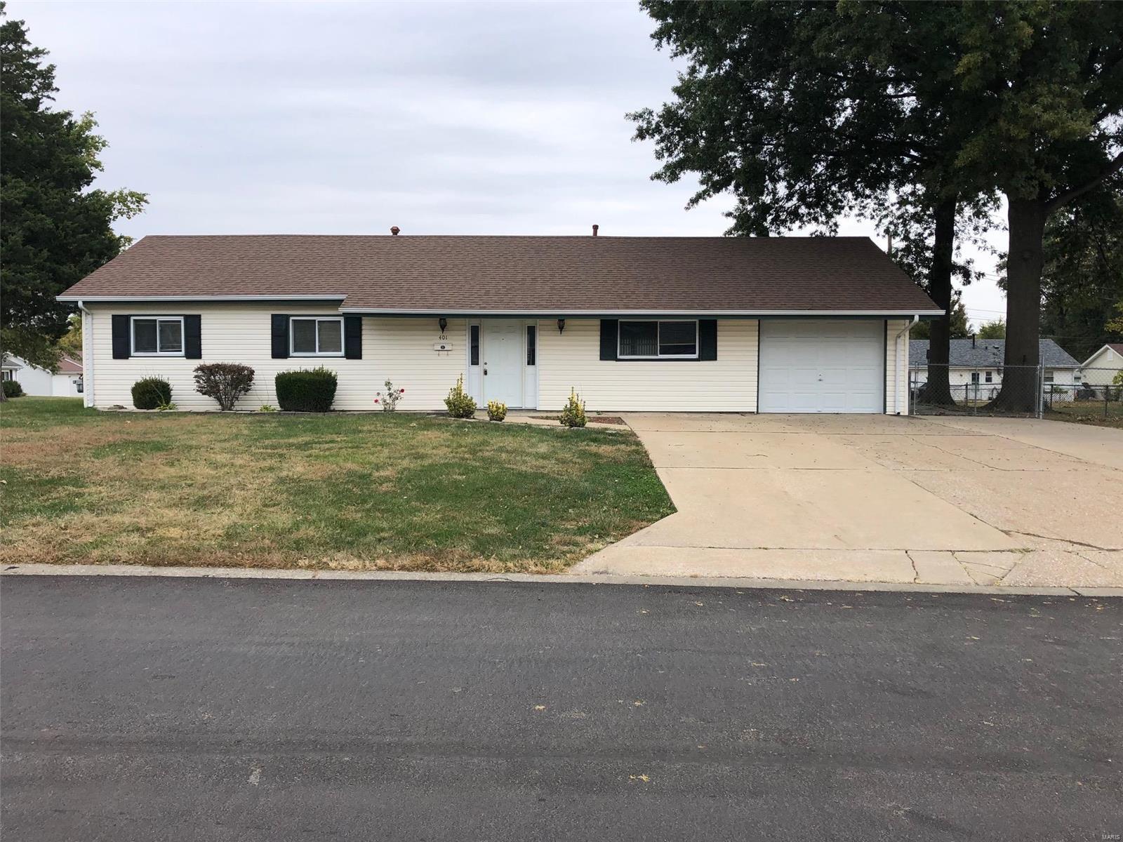 401 Saint Christopher Drive Property Photo - O'Fallon, MO real estate listing