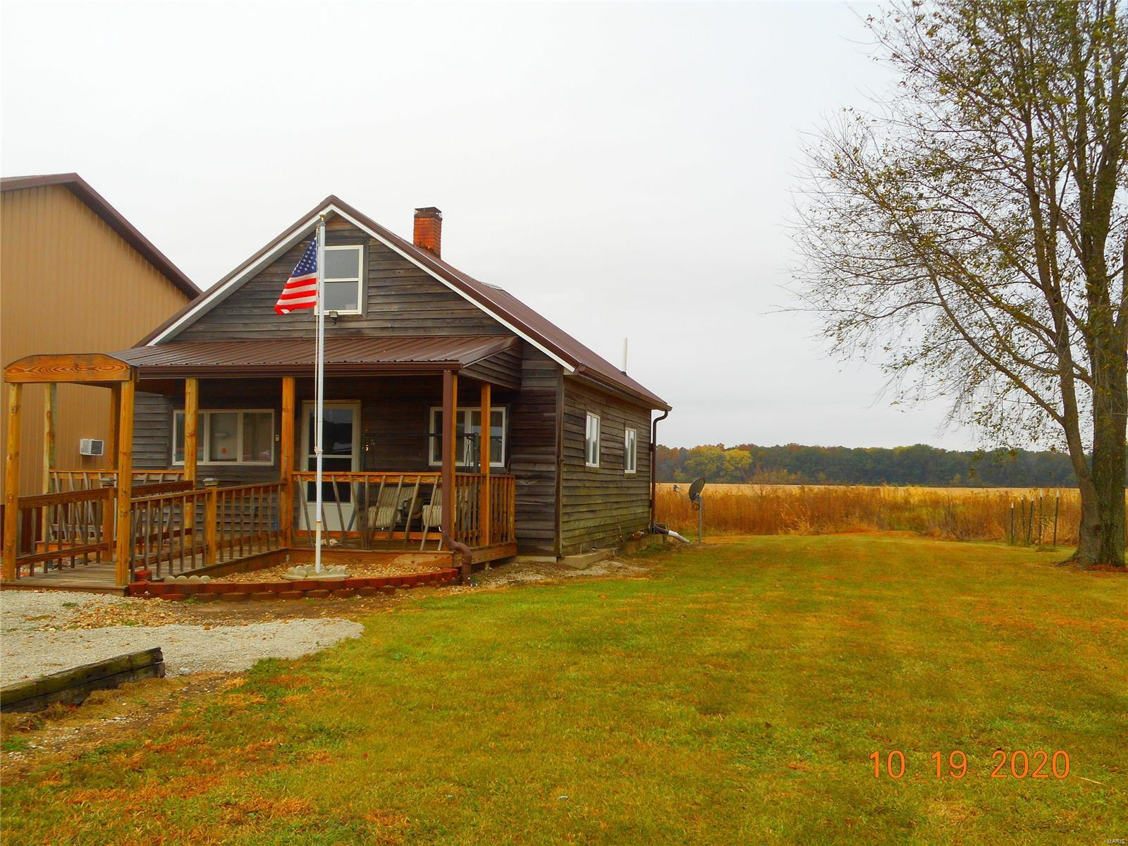 18065 Raccoon Trail Property Photo - Nokomis, IL real estate listing