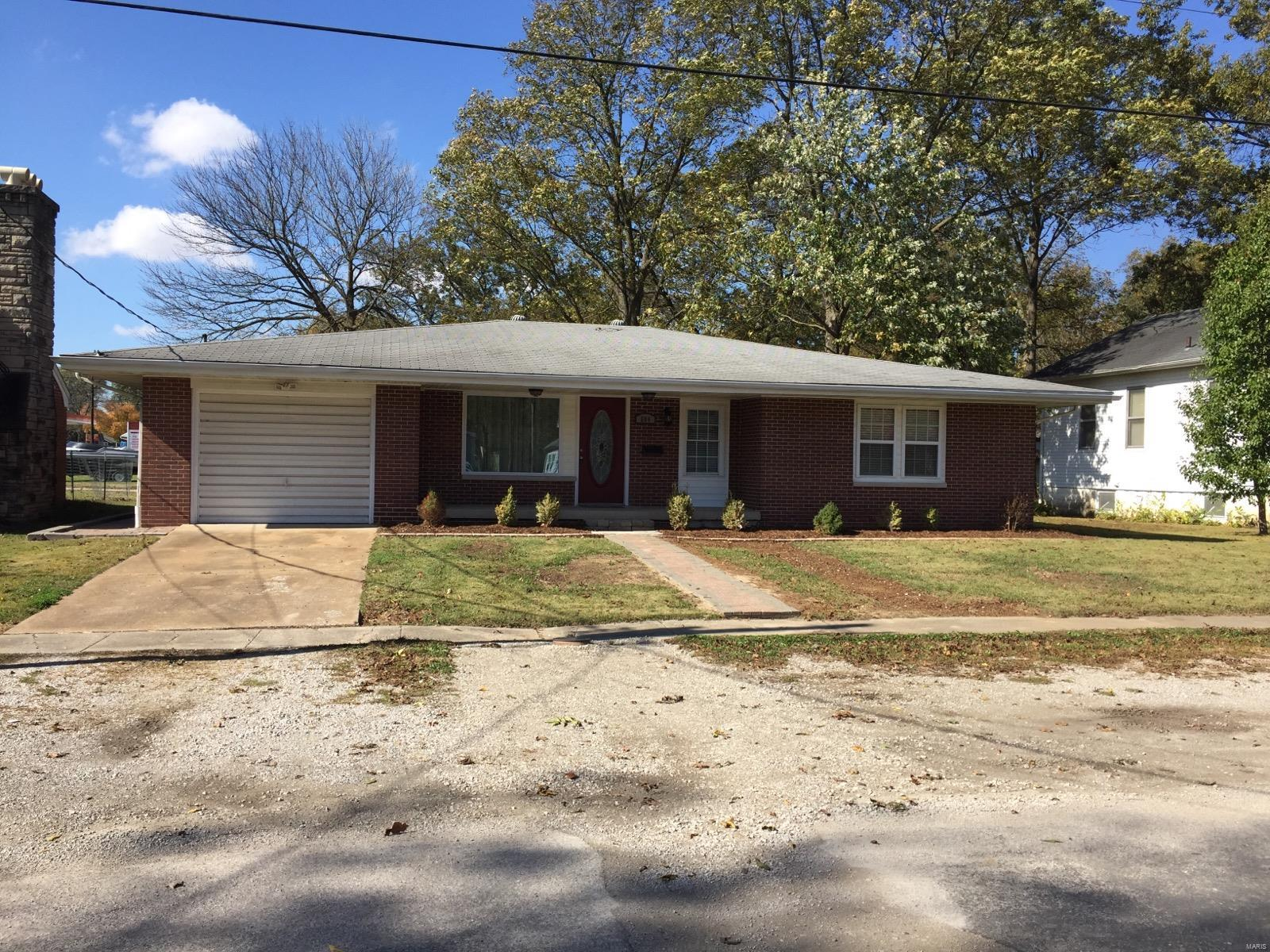 504 S Clinton Street Property Photo - New Athens, IL real estate listing