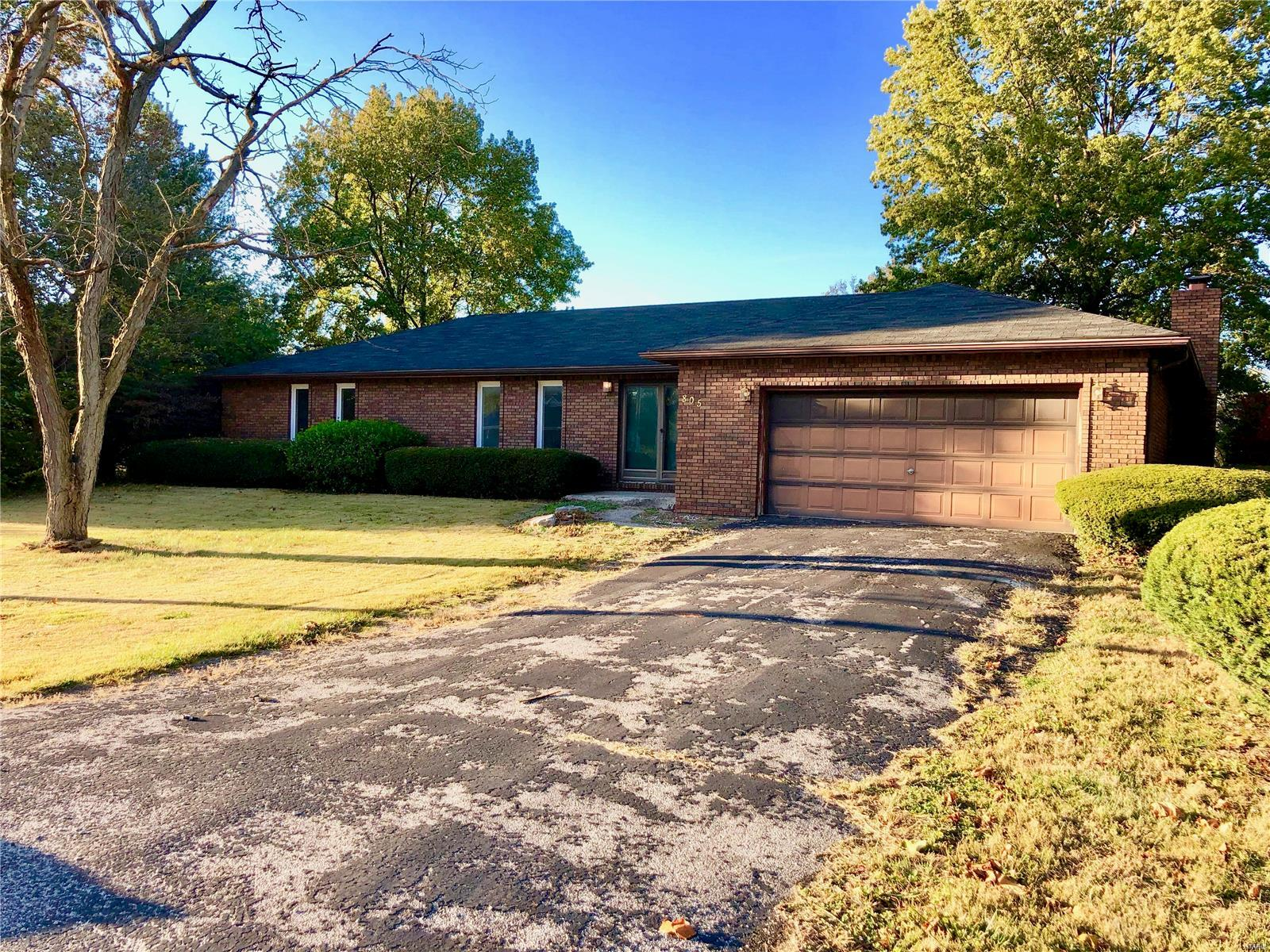 805 W Warren Property Photo - Bunker Hill, IL real estate listing