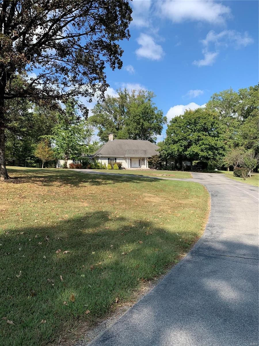 315 Oakhill Drive Property Photo - Pinckneyville, IL real estate listing