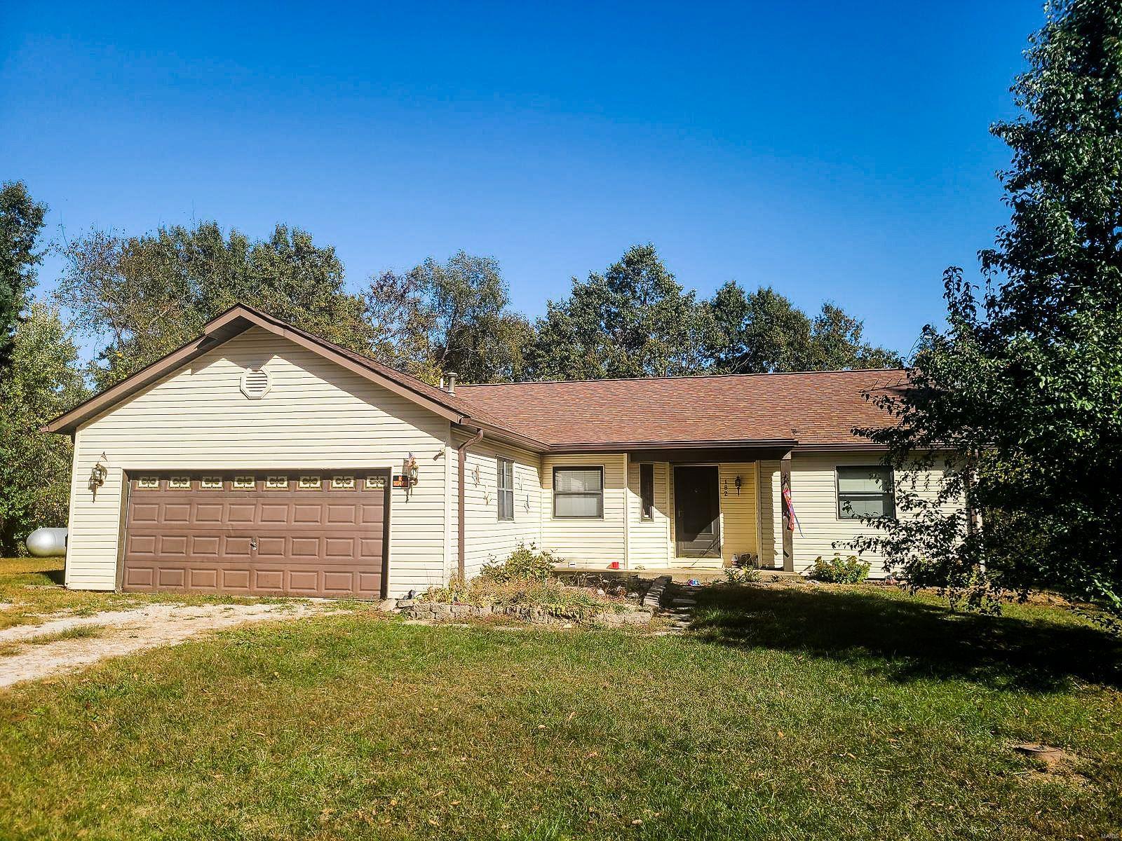 182 Deer Run Estates Lane Property Photo - New Douglas, IL real estate listing
