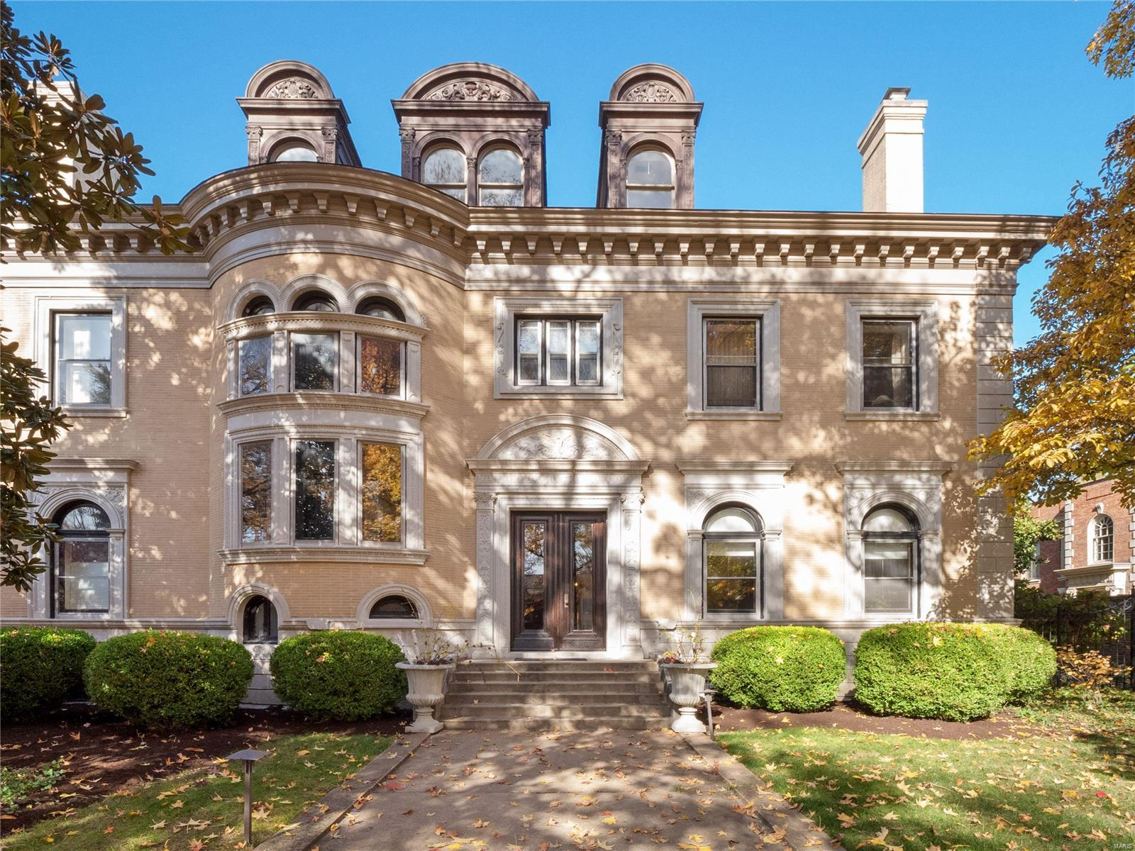 25 Westmoreland Place Property Photo - St Louis, MO real estate listing