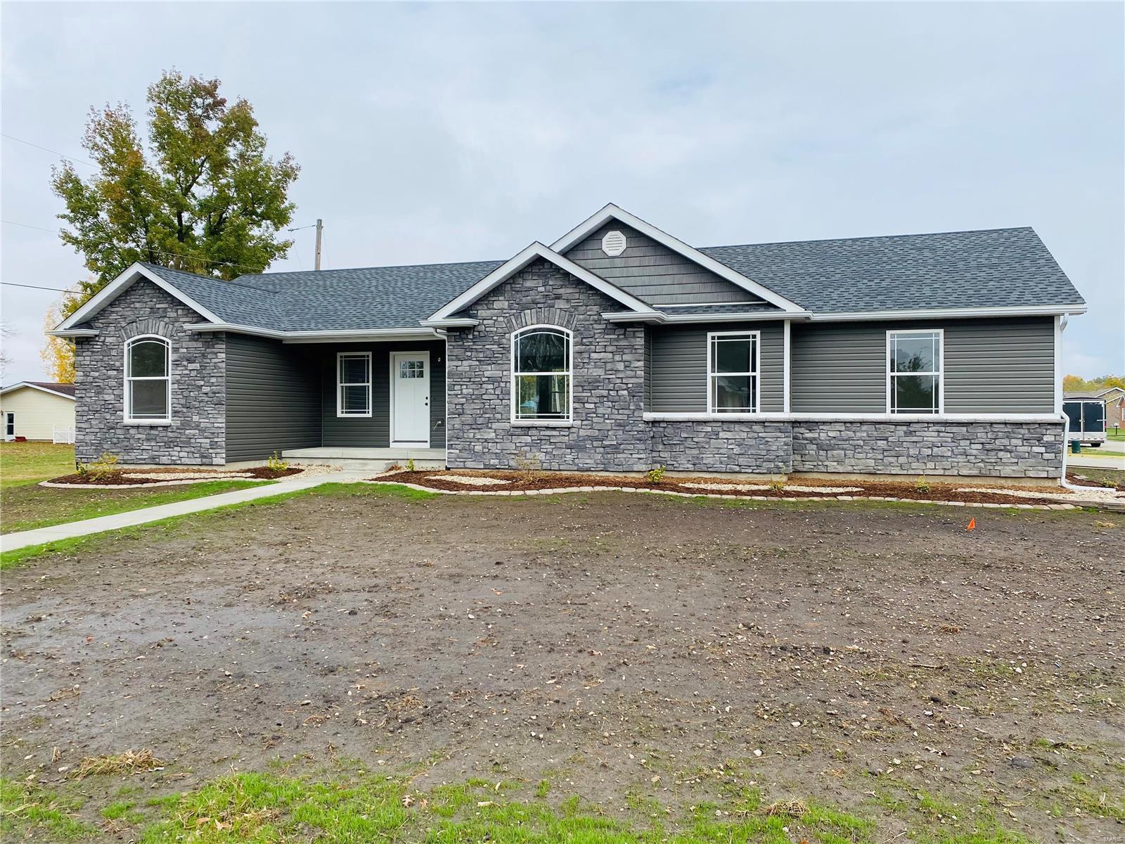 611 Crosswinds Property Photo - Jerseyville, IL real estate listing