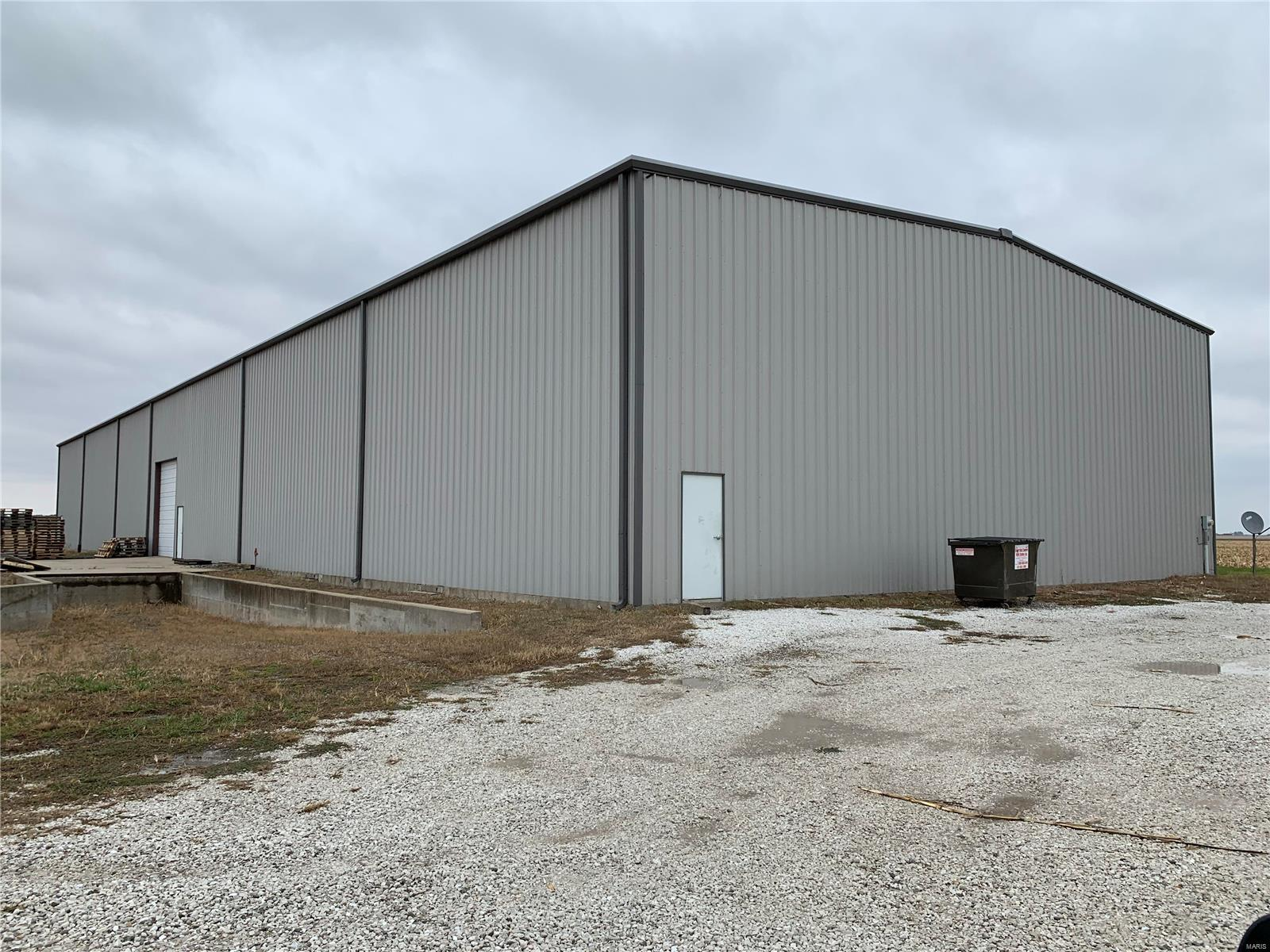 32494 State Hwy 16 Property Photo - Jerseyville, IL real estate listing