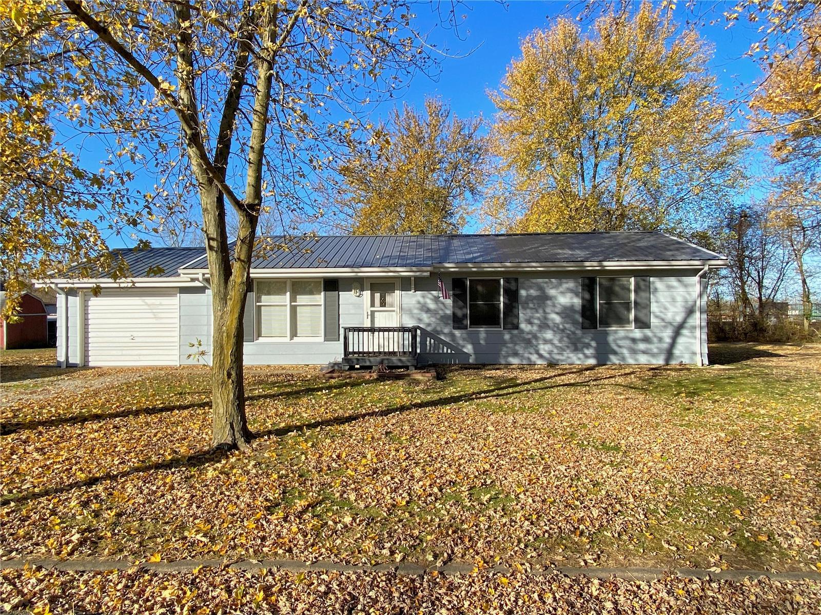 307 18th Street Property Photo - Hillsboro, IL real estate listing