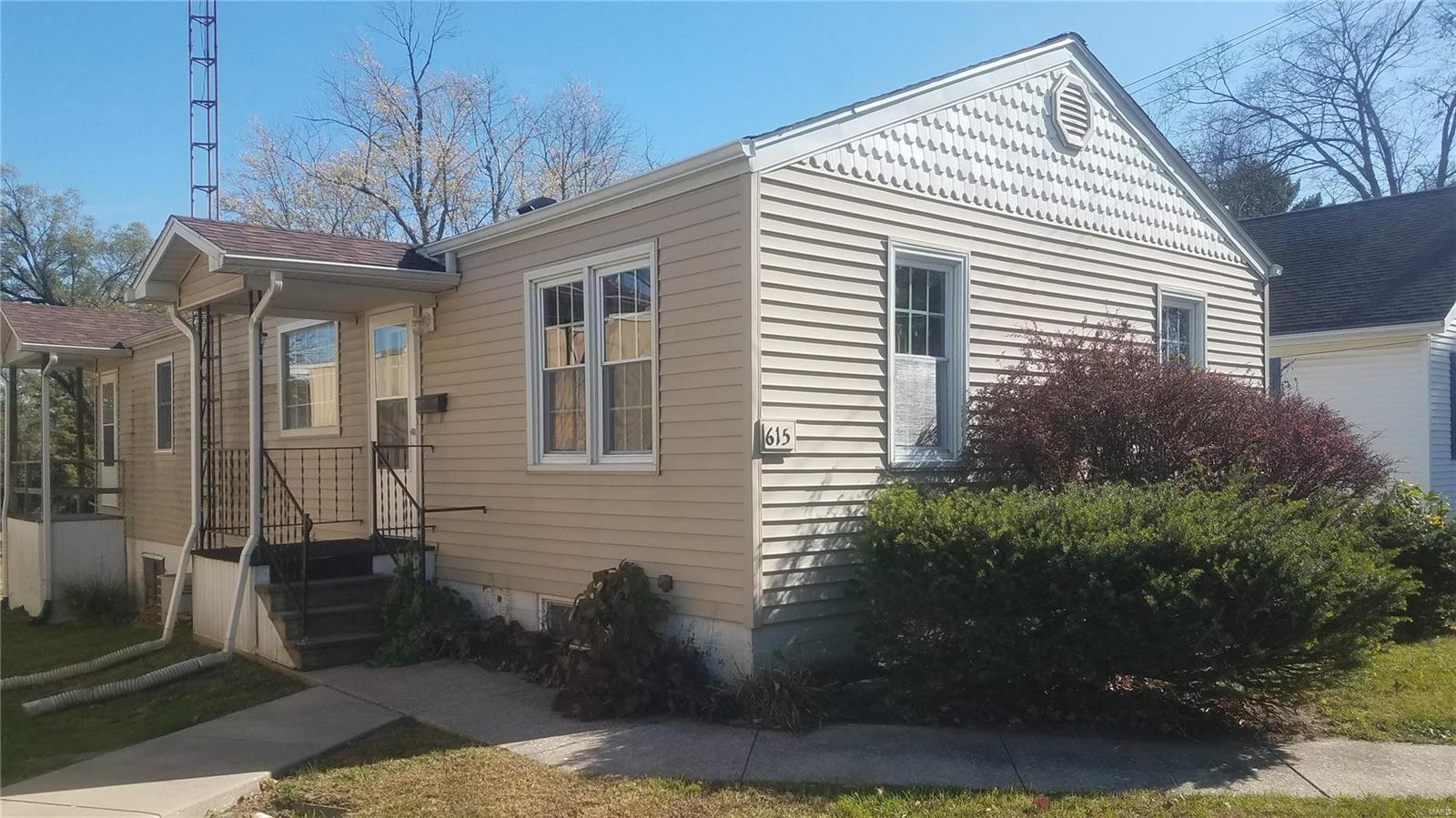 615 Rountree Street Property Photo - Hillsboro, IL real estate listing