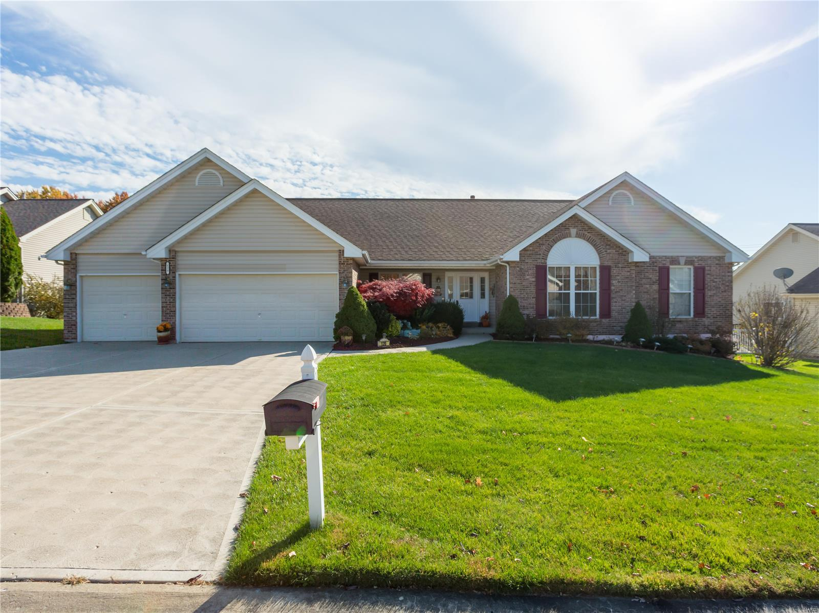 120 Berkshire Downs Drive Property Photo - St Peters, MO real estate listing
