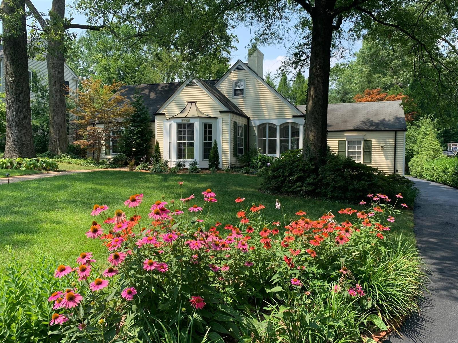 Beverly Woods Real Estate Listings Main Image