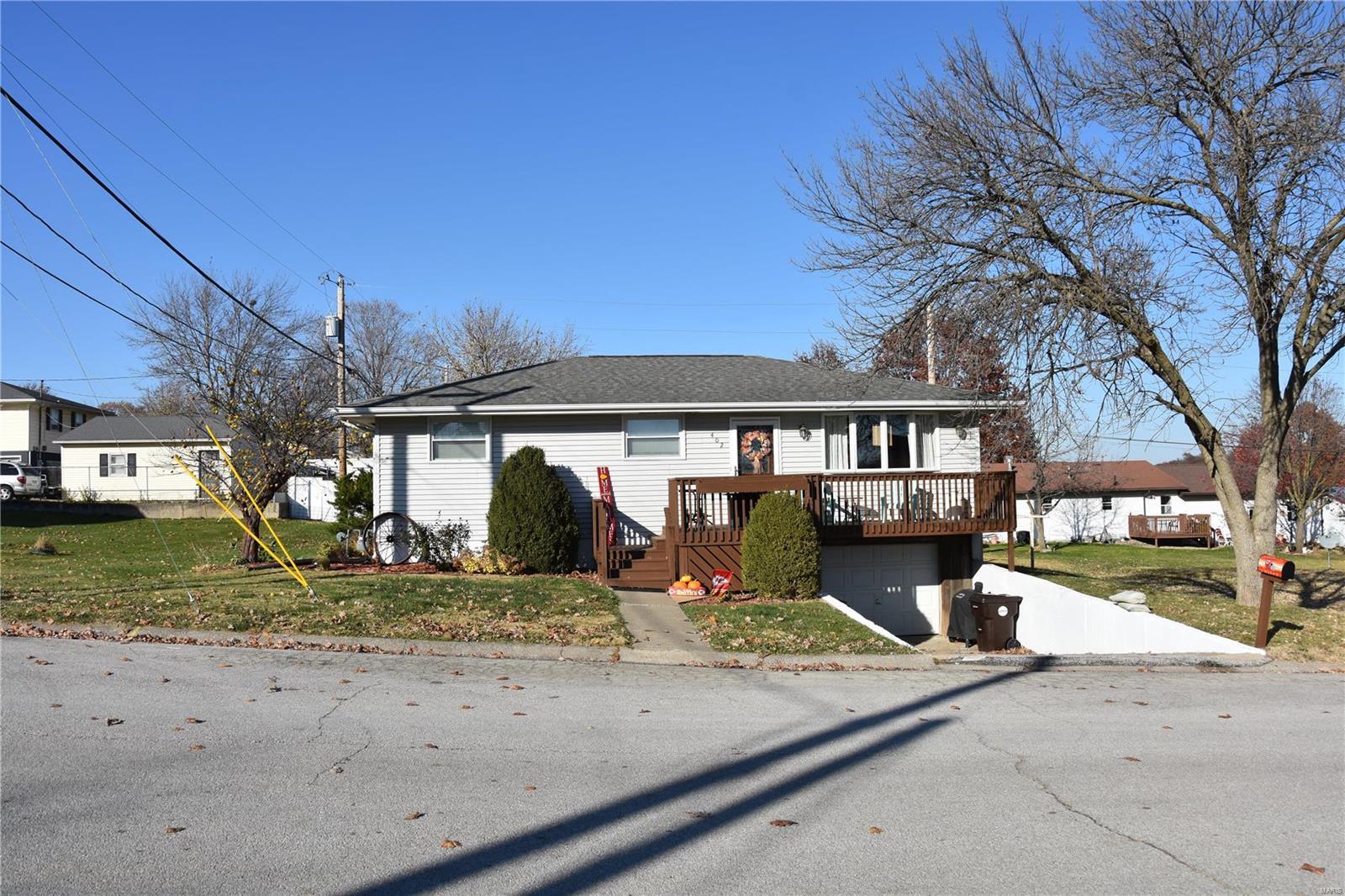 402 Oakview Drive Property Photo - Palmyra, MO real estate listing
