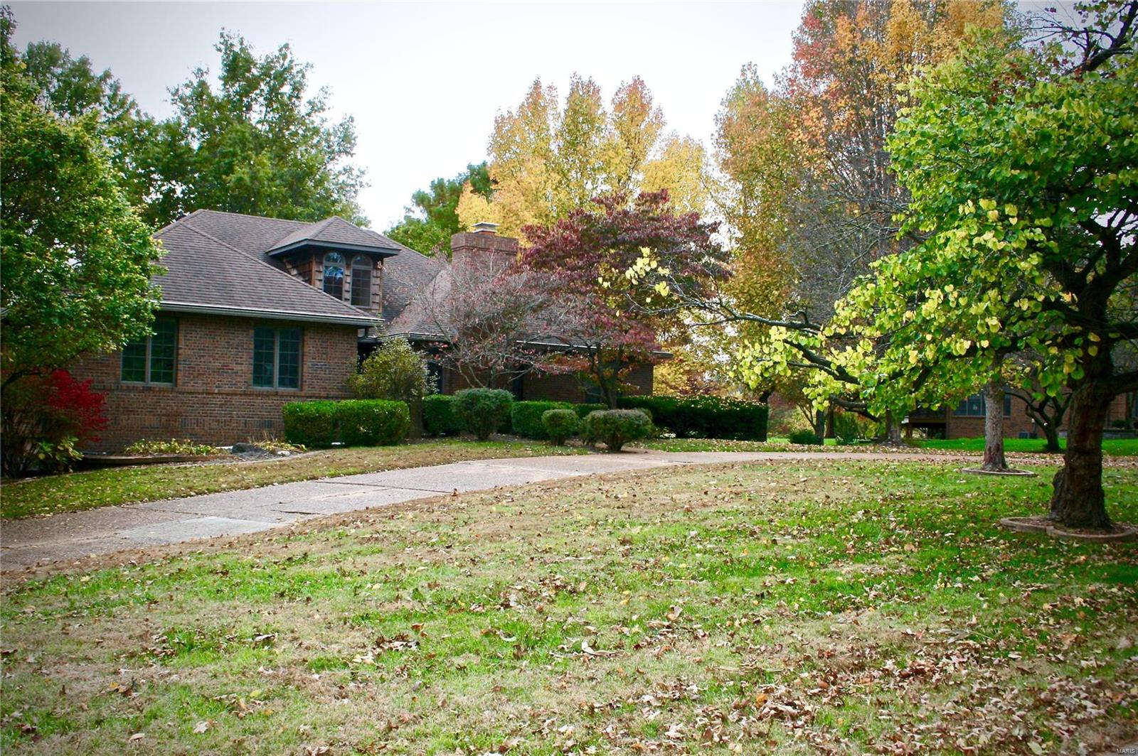 8 Sandpiper Drive Property Photo - Shiloh, IL real estate listing