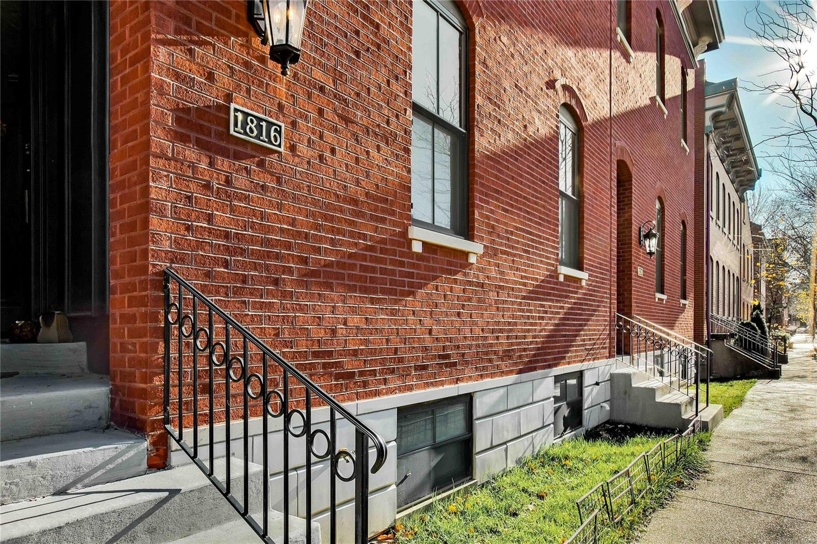 1816 S 10th Street Property Photo - St Louis, MO real estate listing