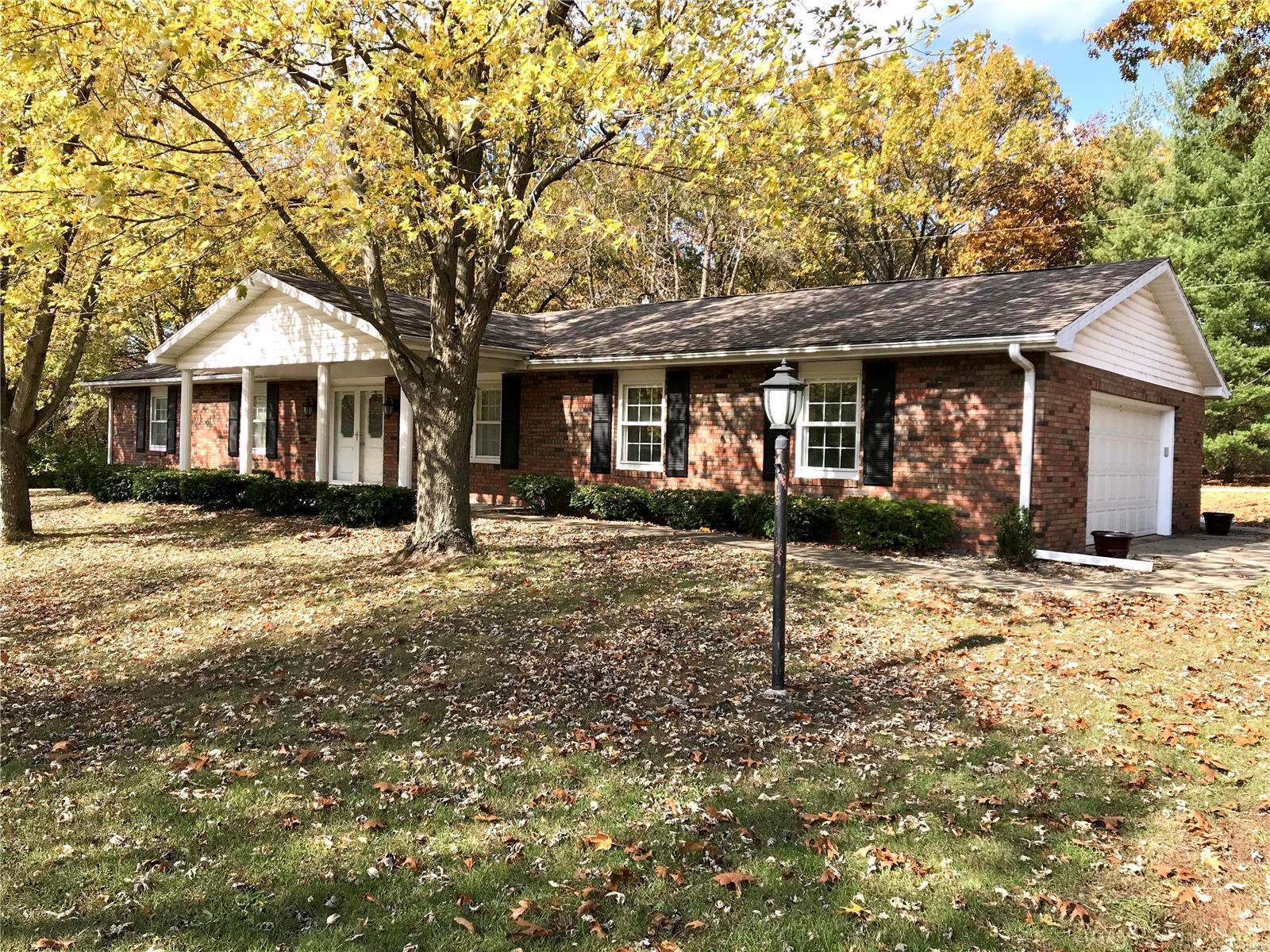 100 Bandor Circle Property Photo - Hillsboro, IL real estate listing
