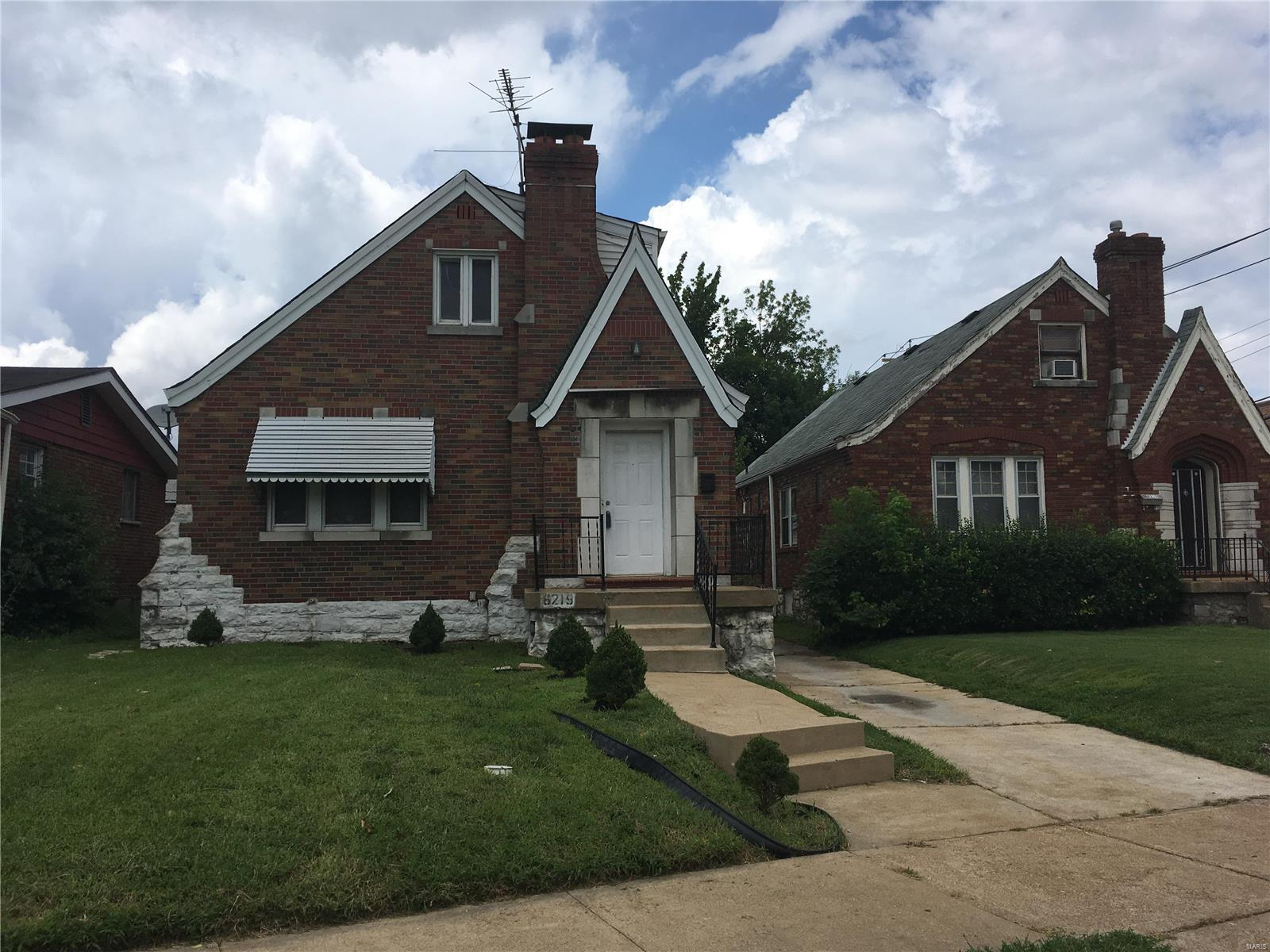 6219 N Pointe Boulevard Property Photo - St Louis, MO real estate listing