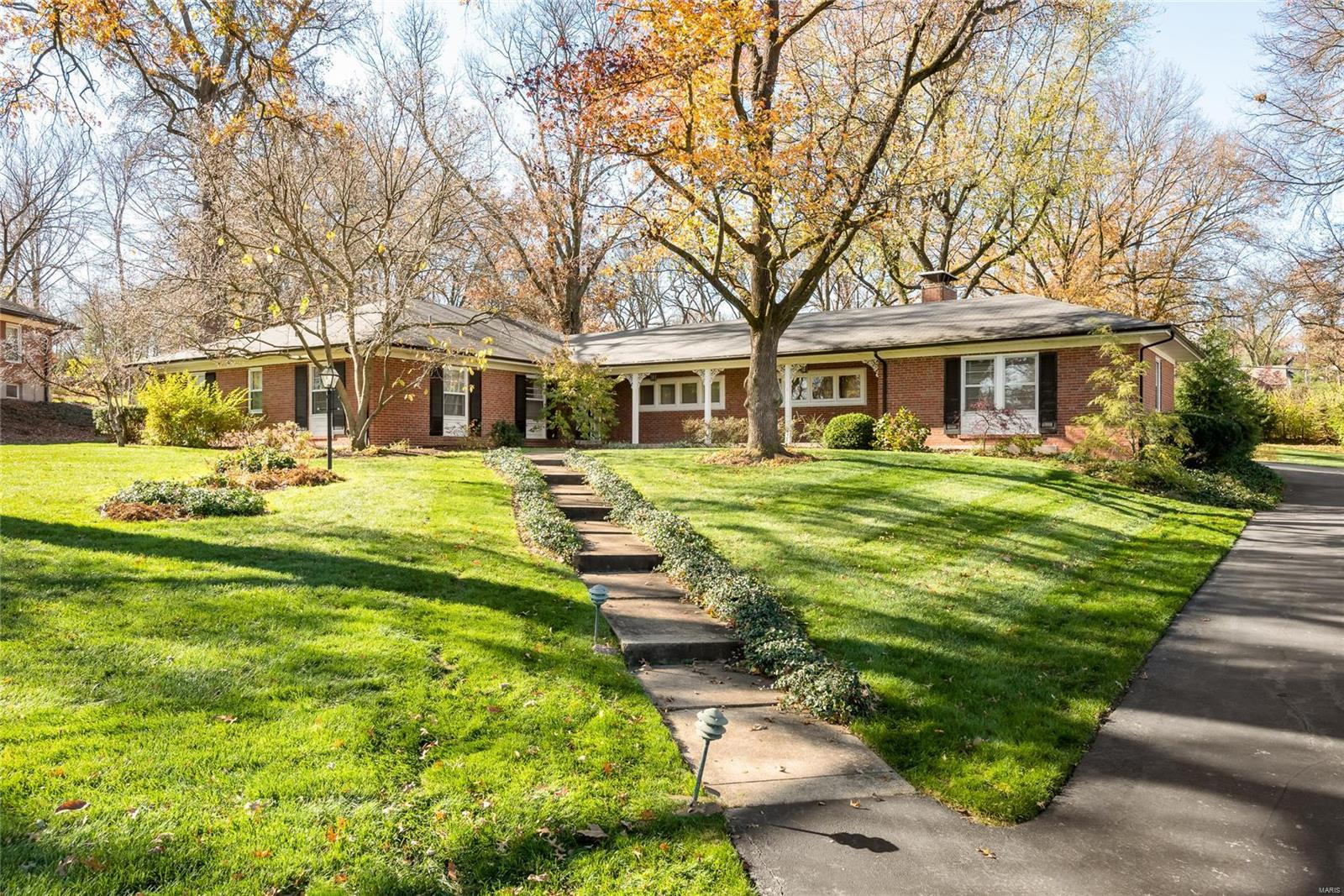 8 Scarsdale Lane Property Photo - St Louis, MO real estate listing