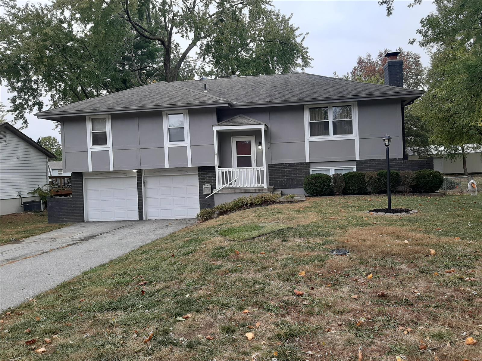 212 N Murphy Drive Property Photo - Raymore, MO real estate listing