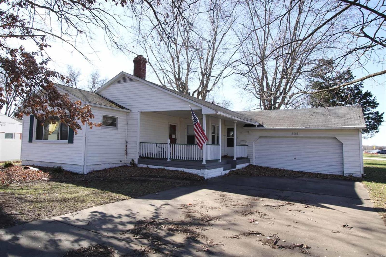 525 N Franklin Avenue Property Photo - Staunton, IL real estate listing