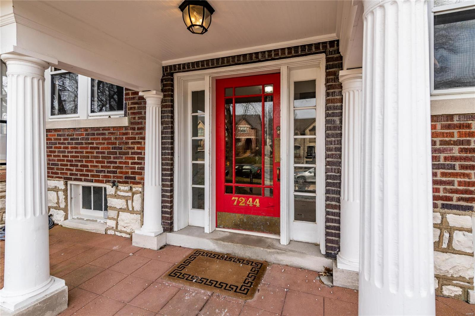 7244 Forsyth Real Estate Listings Main Image