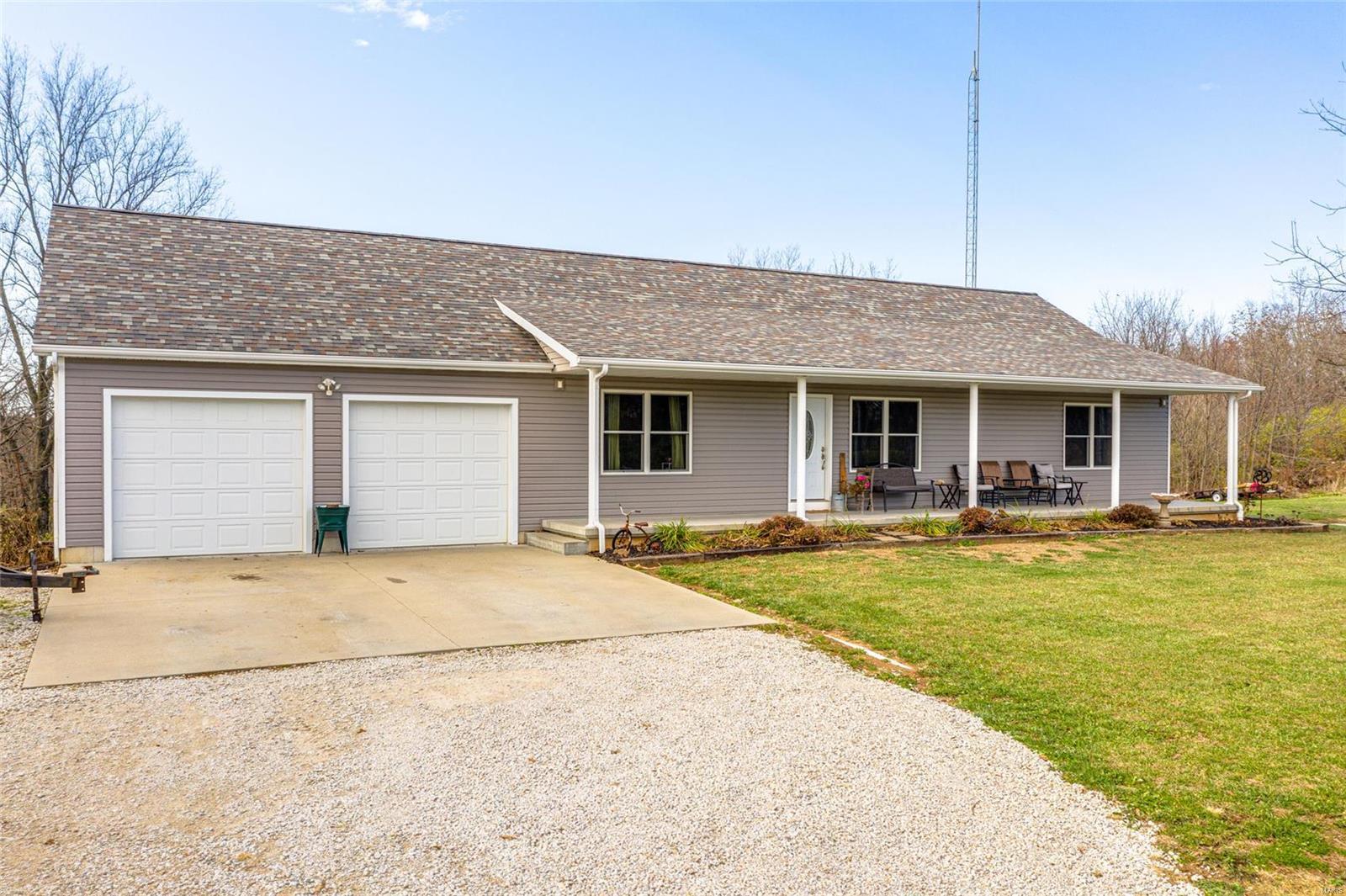 203 Washboard Trail Property Photo - Hillsboro, IL real estate listing