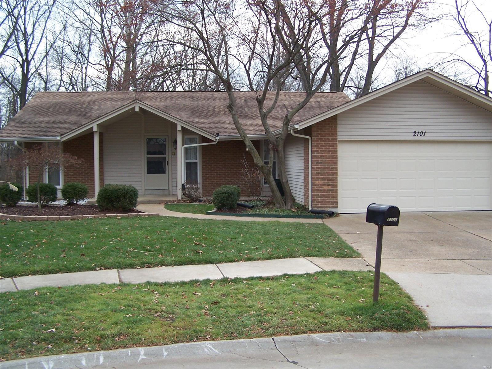 2101 Butterfield Court Property Photo - Maryland Heights, MO real estate listing