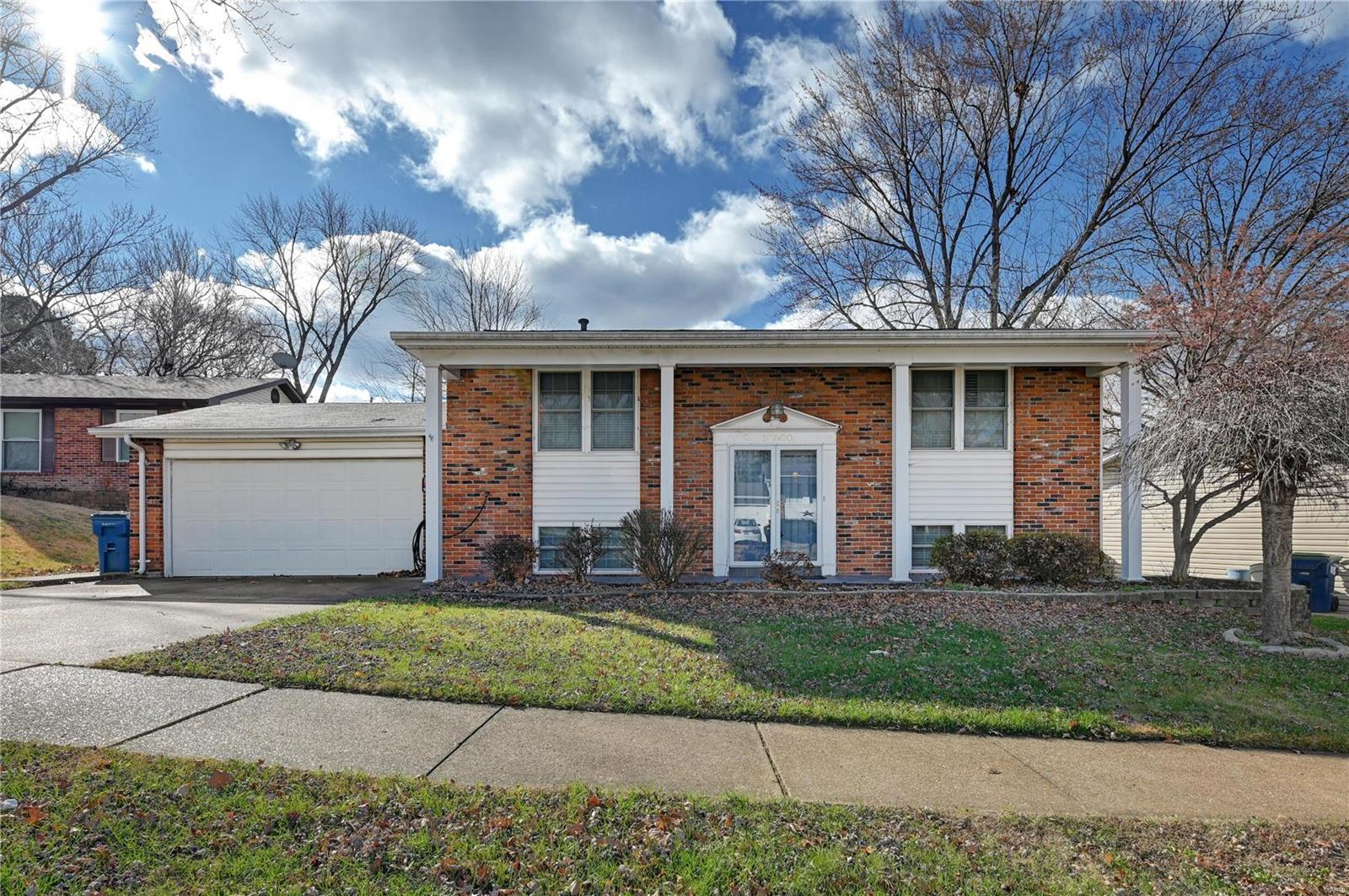 12620 Redcoat Drive Property Photo - Maryland Heights, MO real estate listing