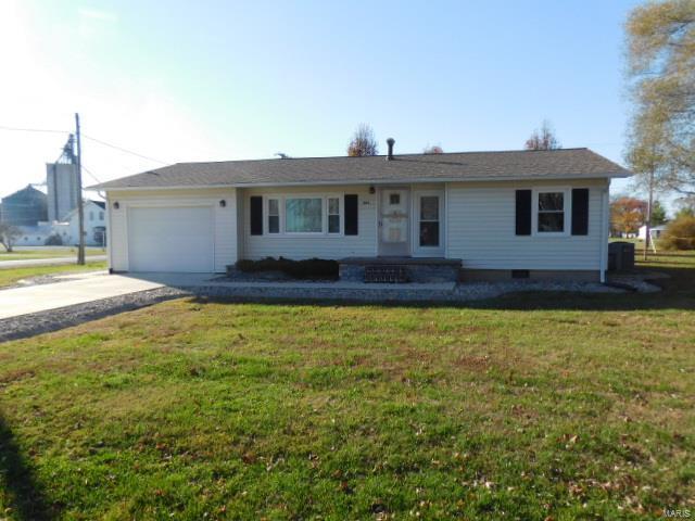 309 S Locust Street Property Photo - Patoka, IL real estate listing