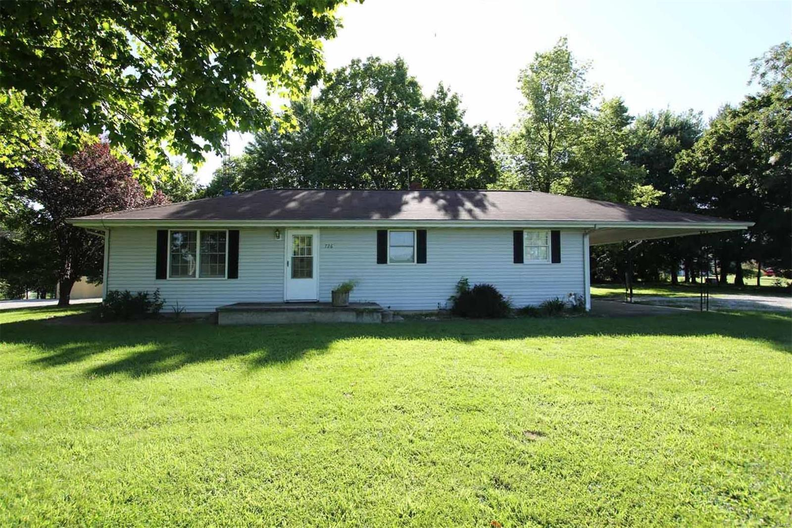 726 Shawnee Road Property Photo - Pocahontas, IL real estate listing