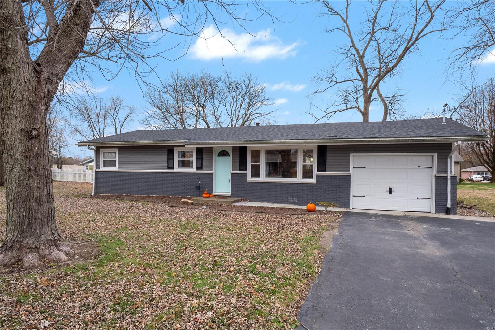 6713 W Main Street Property Photo - Maryville, IL real estate listing