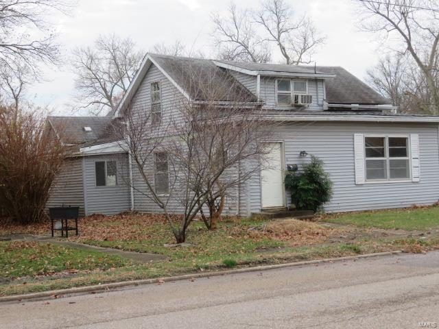 302 E Elm Property Photo - Gillespie, IL real estate listing