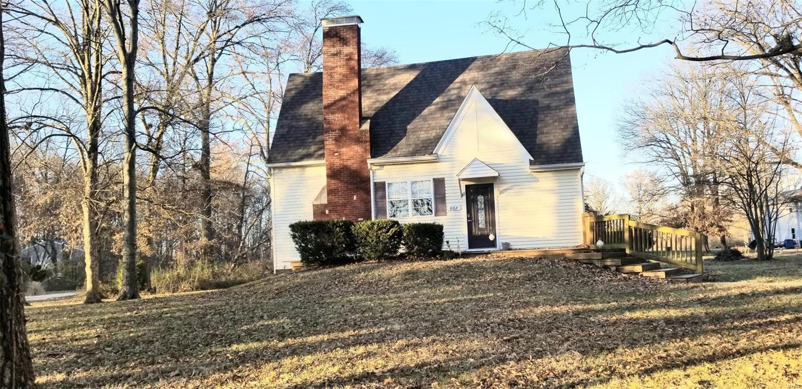 602 W Walnut Hill Road Property Photo - Okawville, IL real estate listing