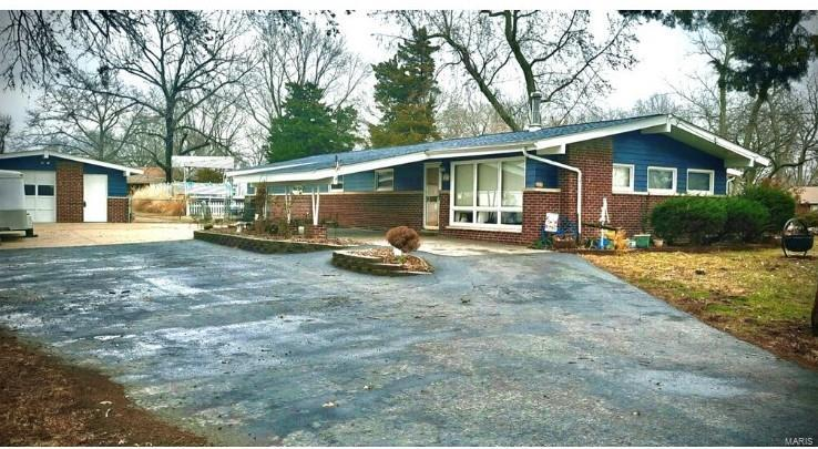 301 Elmgrove Avenue Property Photo - Hazelwood, MO real estate listing