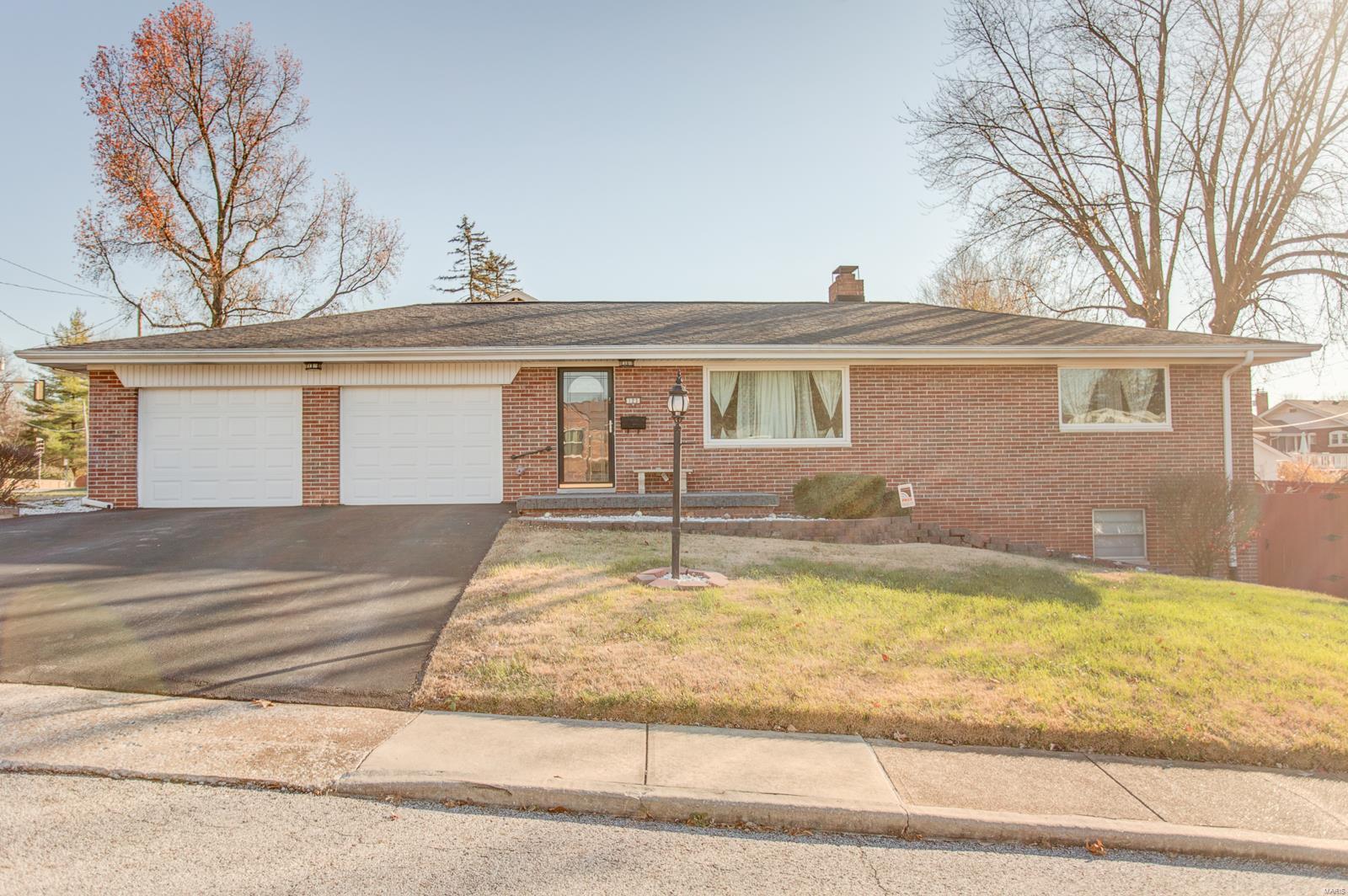 123 Glenview Drive Property Photo - Belleville, IL real estate listing