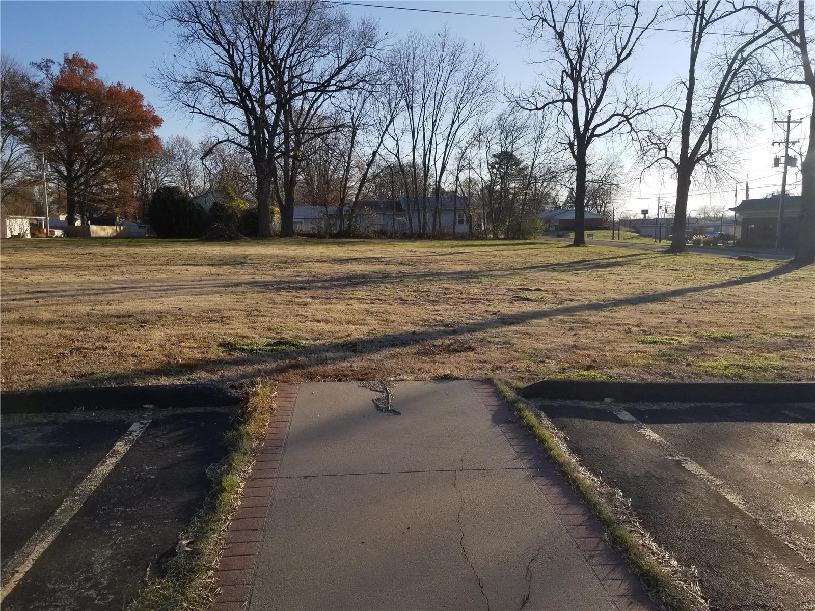 210 E Outer Road Property Photo - Scott City, MO real estate listing