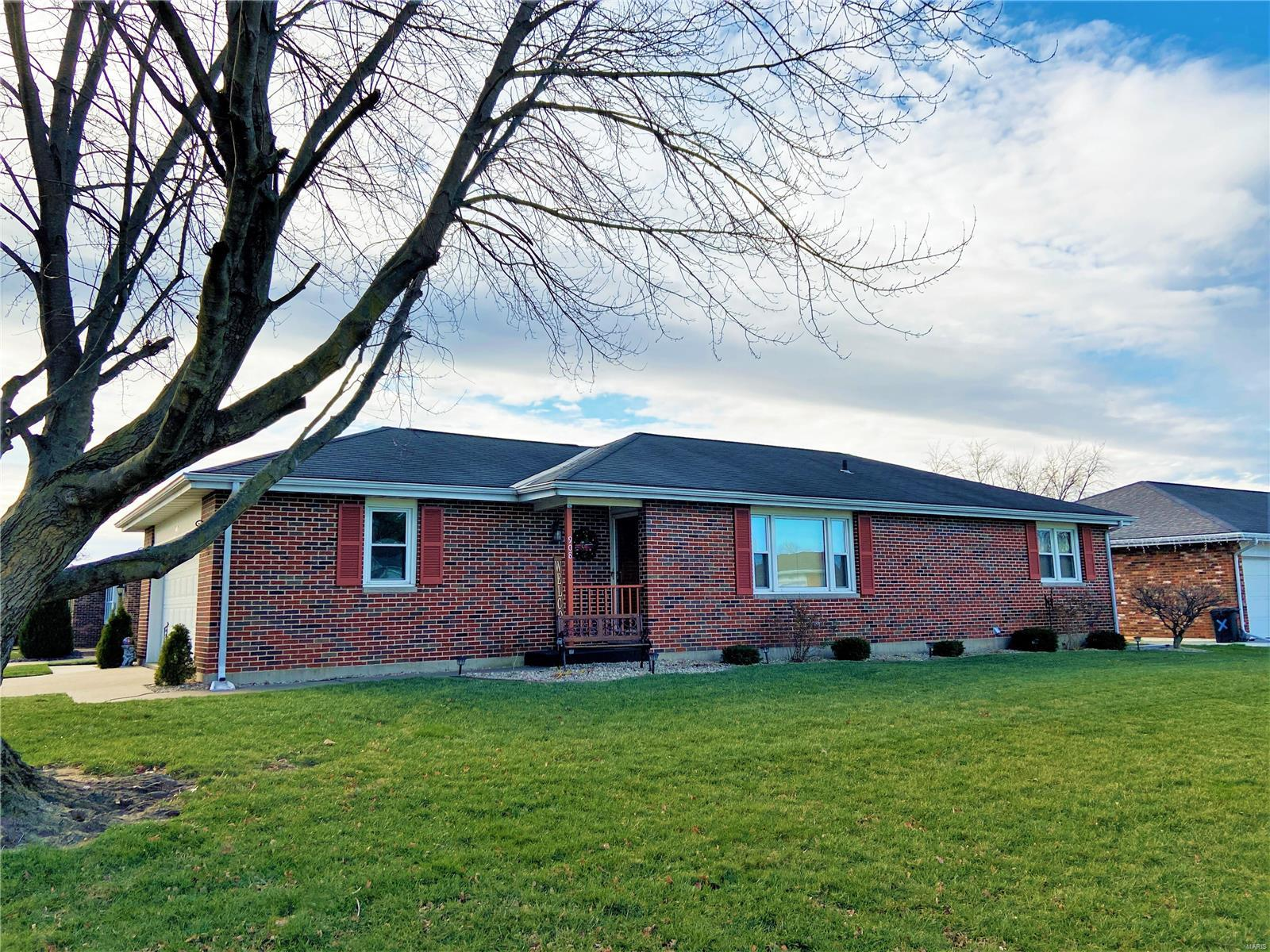 908 St Charles Dr Property Photo - Quincy, IL real estate listing