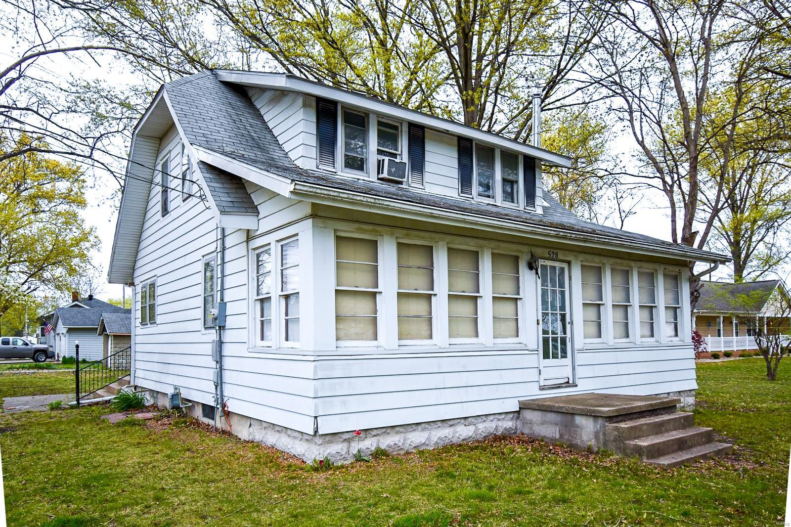 528 Sarah Street Property Photo - Livingston, IL real estate listing