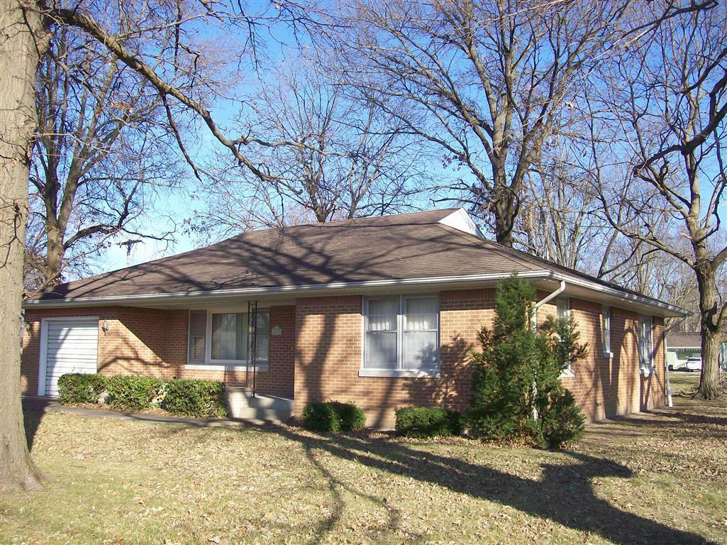 600 N Spruce Street Property Photo - Nokomis, IL real estate listing